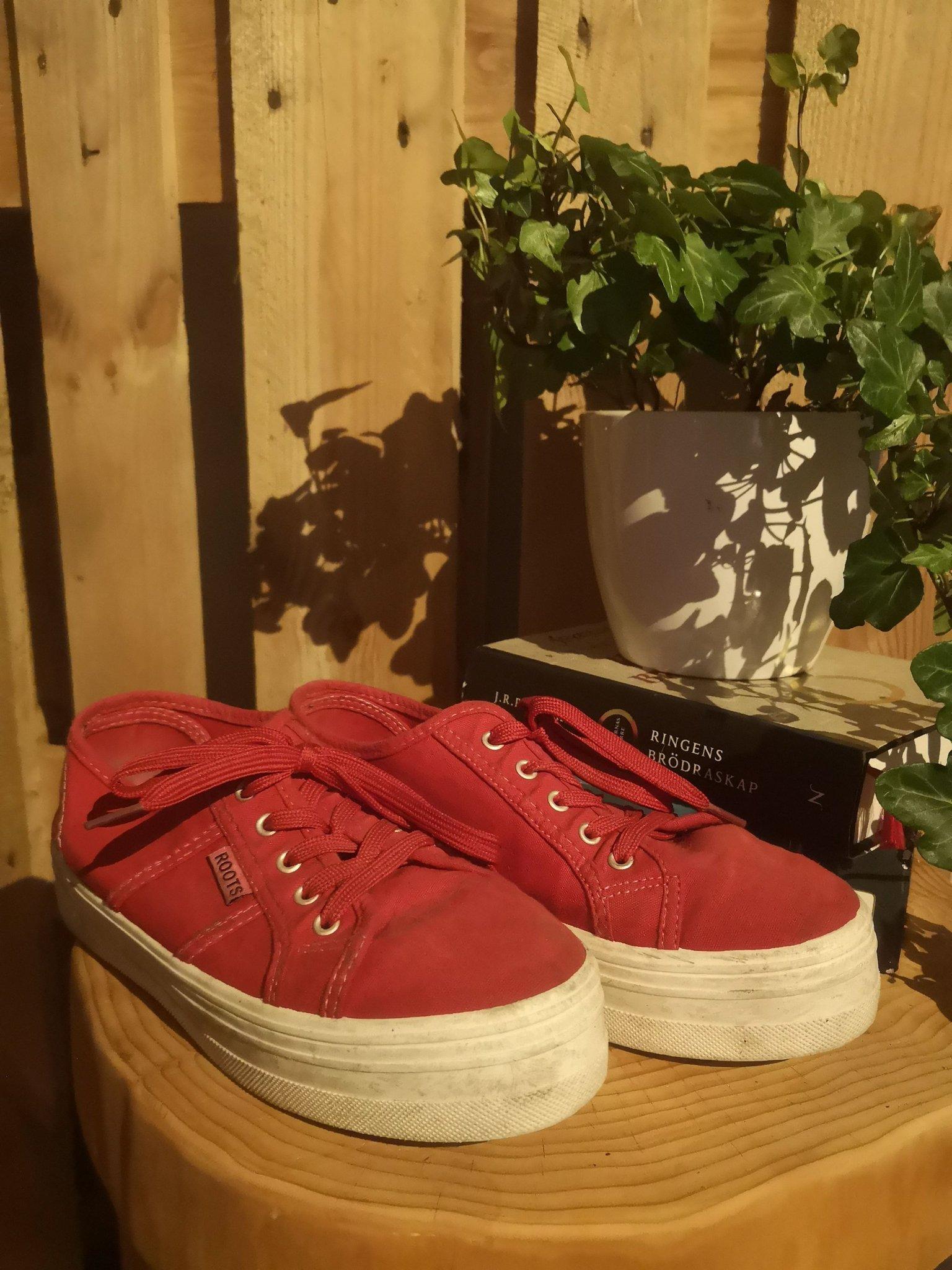 Röda skor strl 38