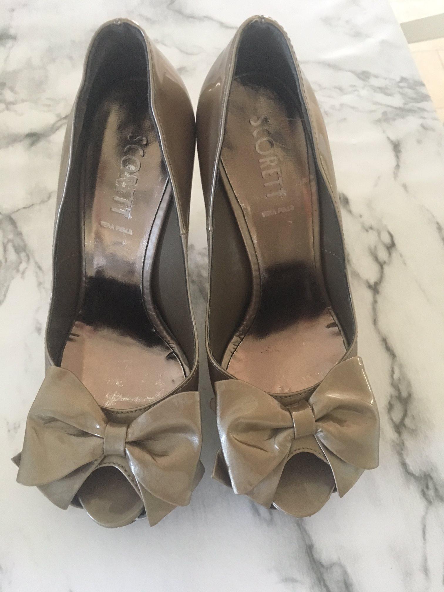 Snygga högklackade skor med rosett från Scorett.. (341609248) ᐈ Köp ... 08bd0d1971a8c