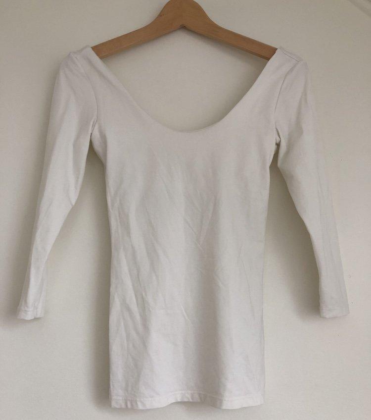 H&M Basic vit tröja med urringad låg rygg, med inbyggd bh topp, storlek XS