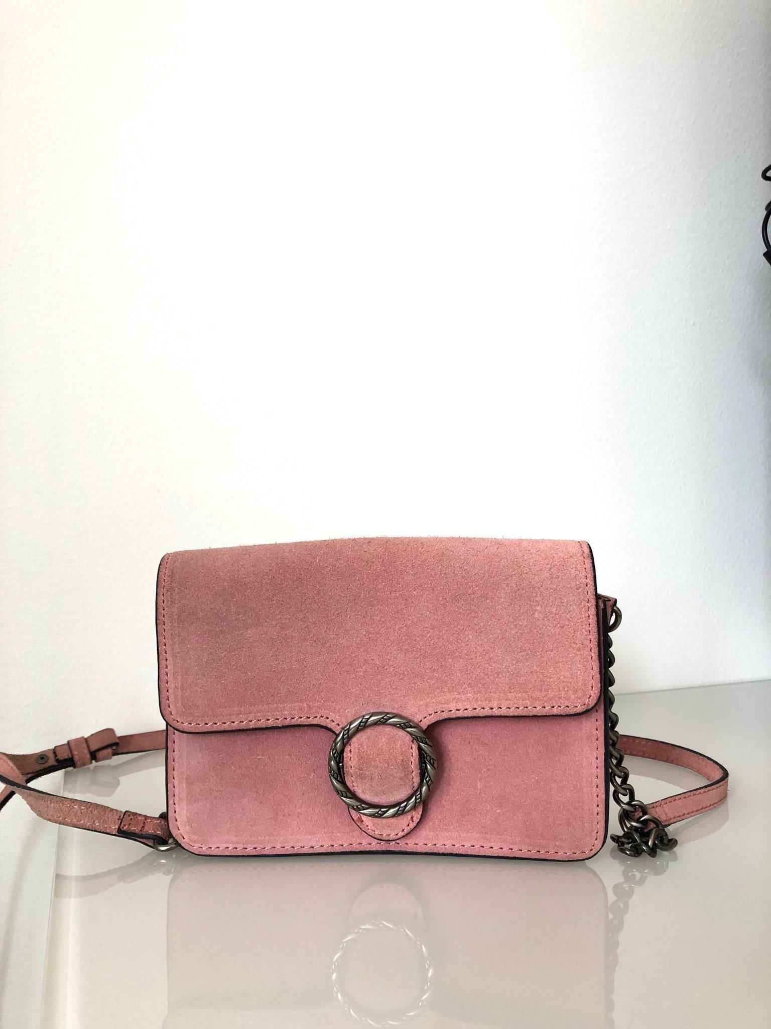 Rosa väska i mocka