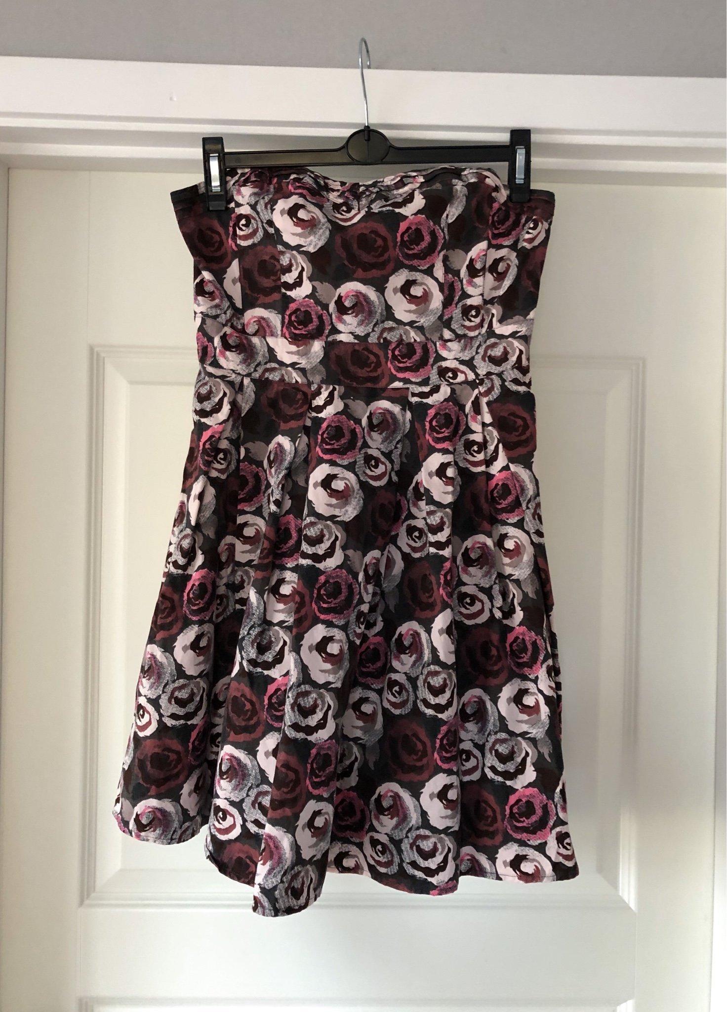 Axelbandslös klänning med rosor och tyll, H&M, .. (376041616