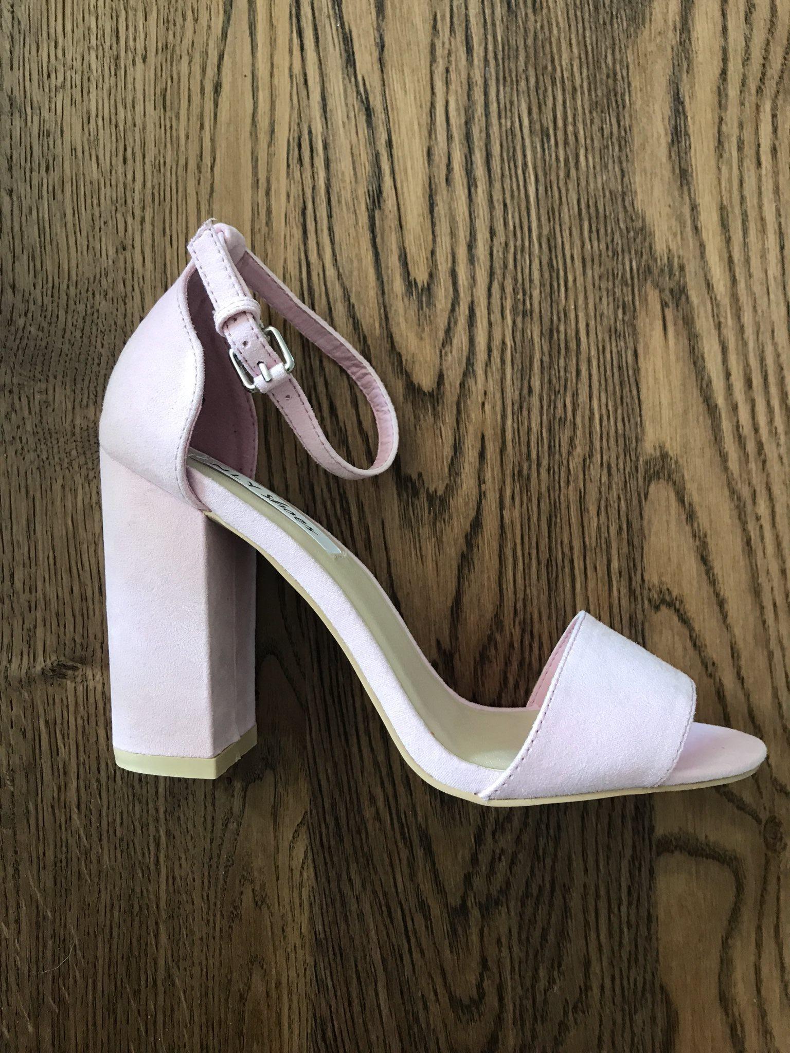 sandaletter storlek 42