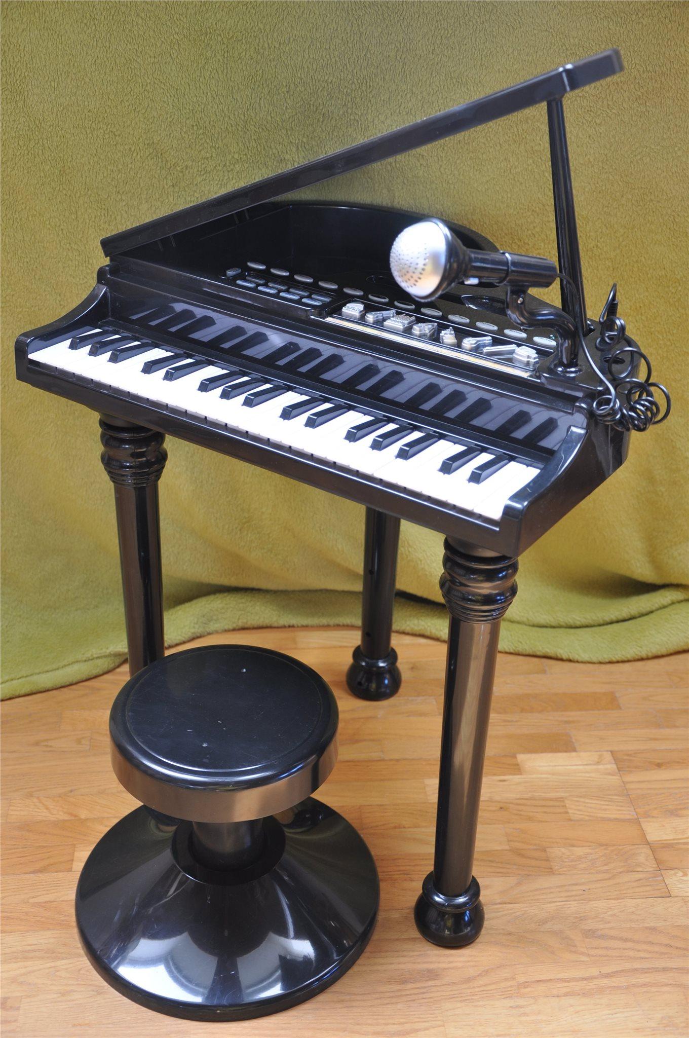leksakspiano med mikrofon
