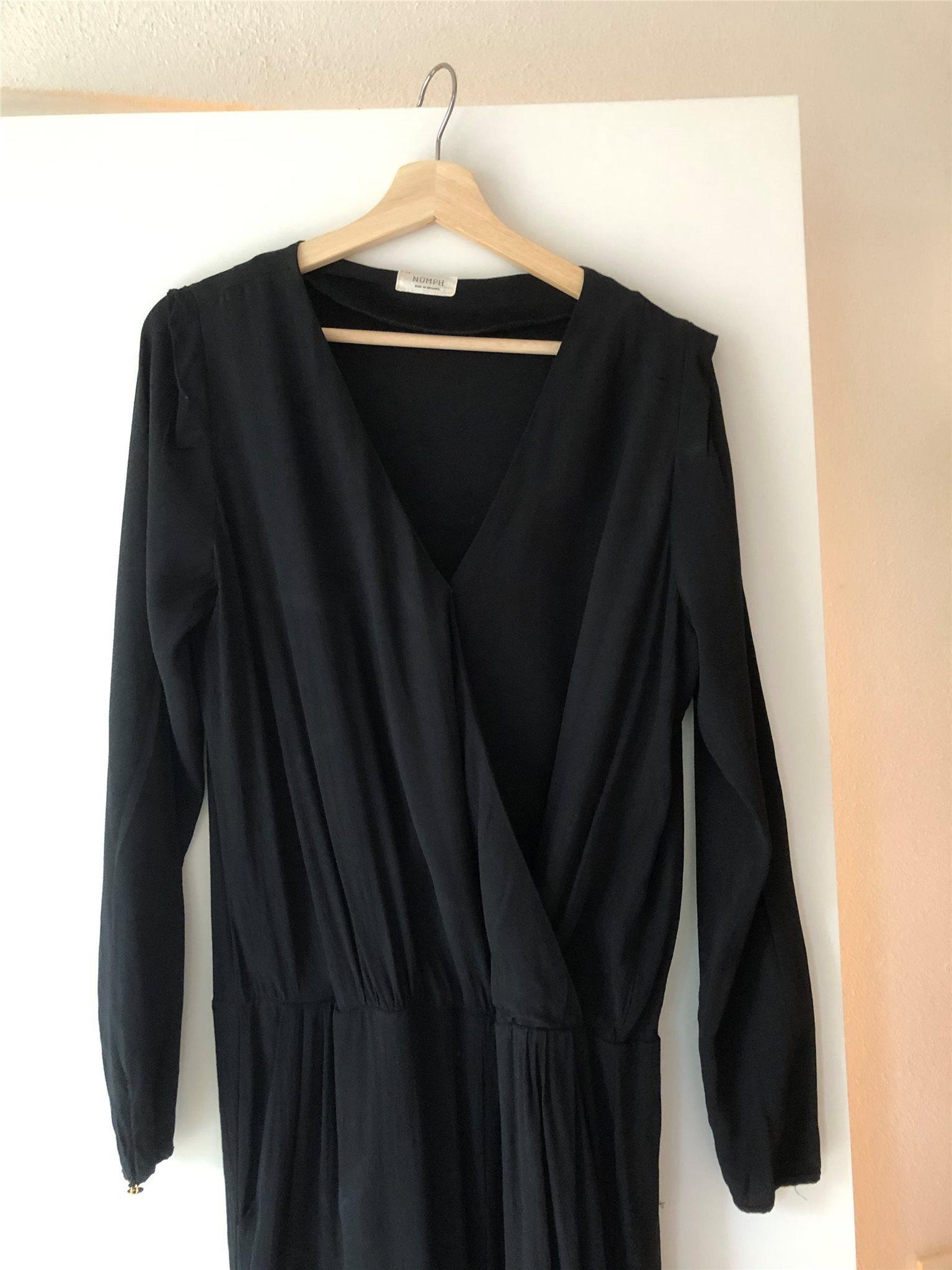 Fin svart jumpsuit från Numph Numph Numph storlek 40 d11200