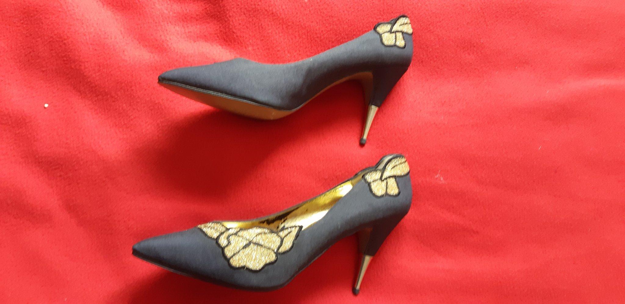 7421718b094 Spanska högklackade skor, svart/guld med fina dekorationer, stl 10, ...
