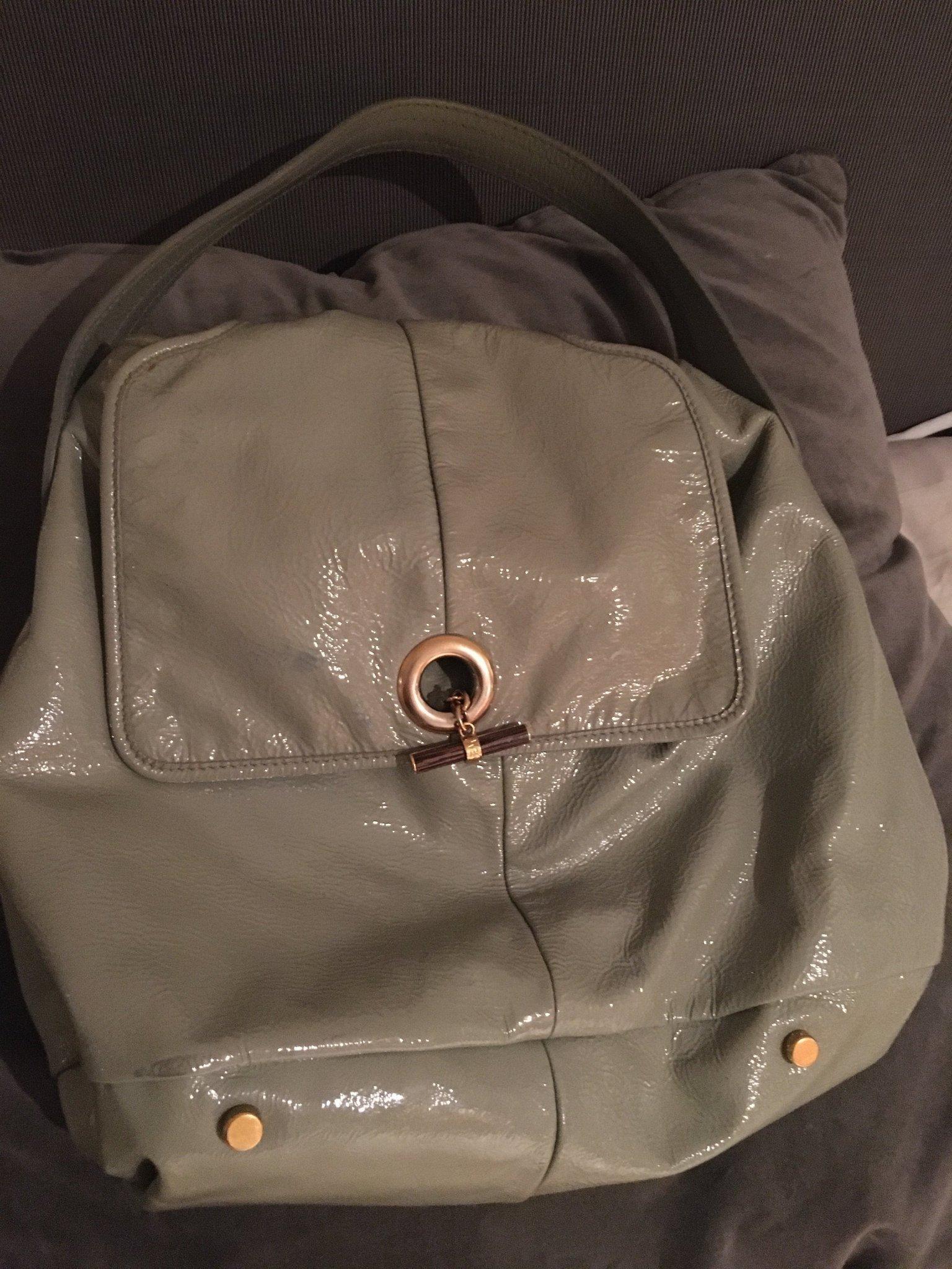 Unik väska i grönt lackskinn från Yves Saint Laurent