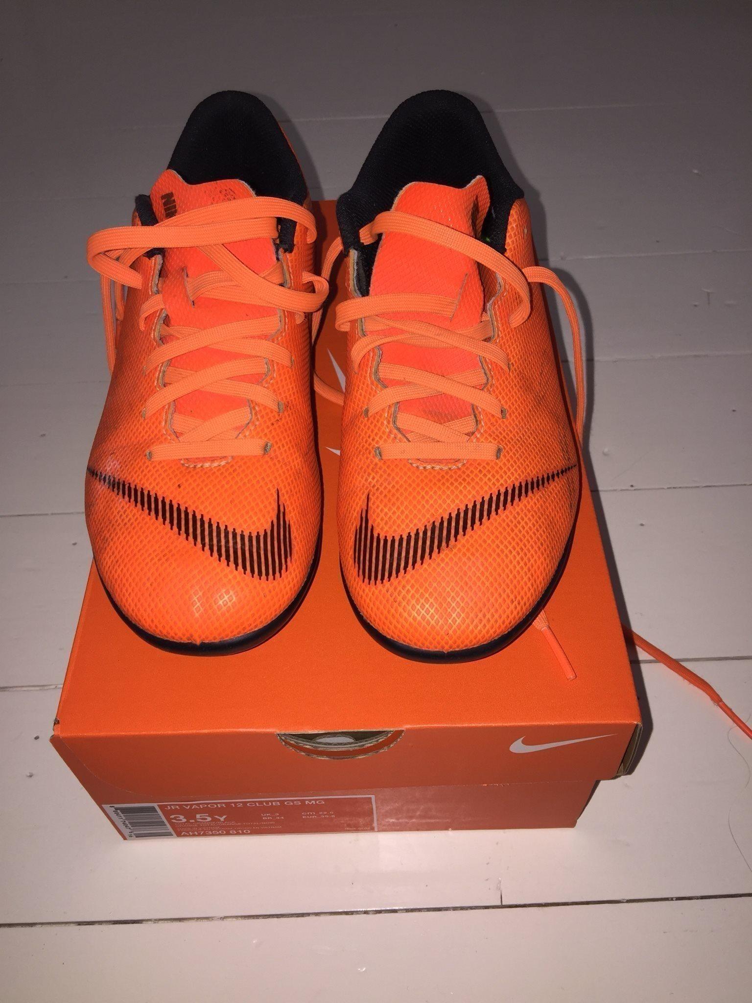 half off 340e4 af70d Nike Fotbollsskor Fotboll Skor Storlek 35,5 Fin.. (341910575) ᐈ Köp på  Tradera