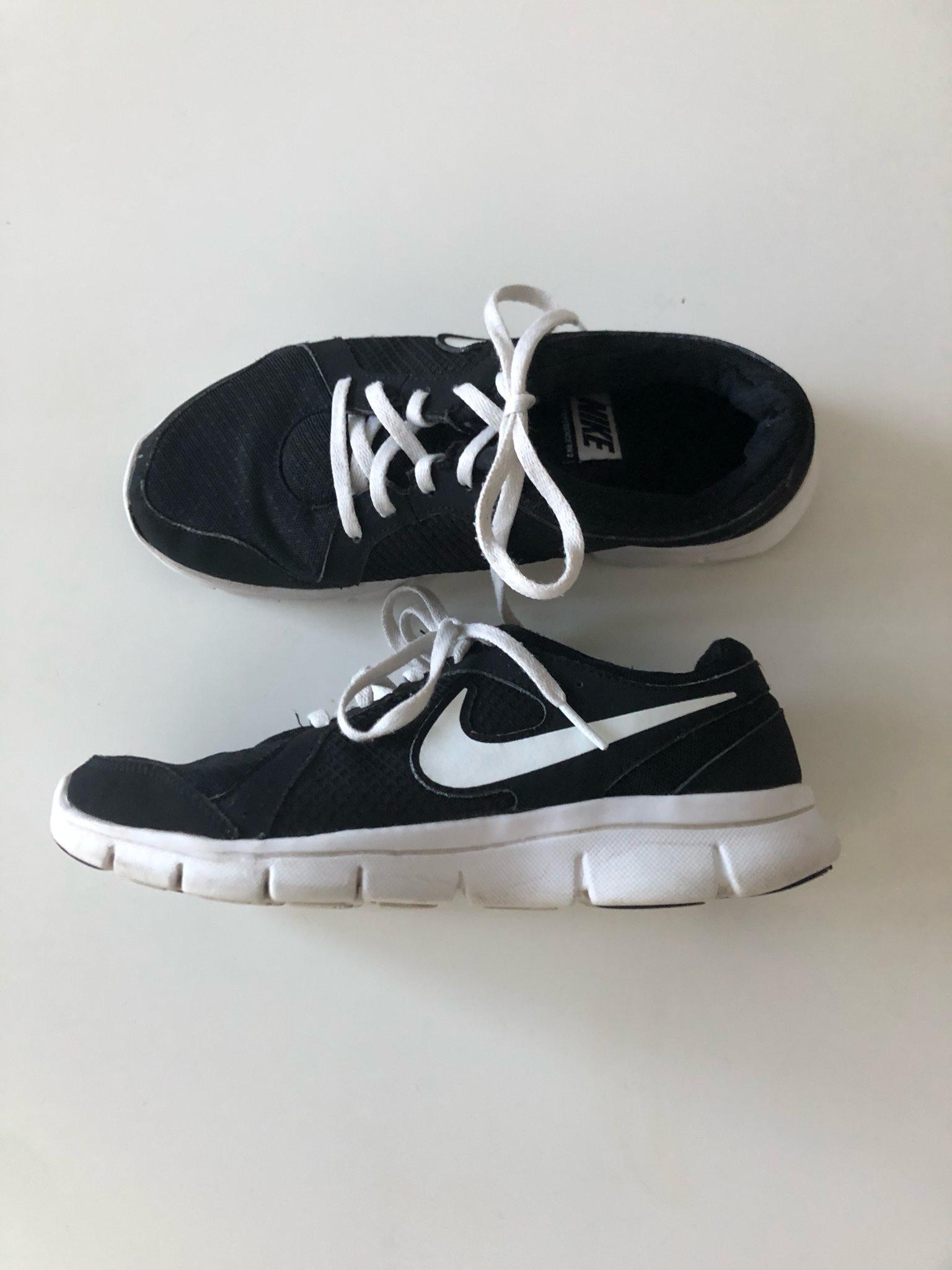 save off c53a0 716ae Skor Nike storlek 38 svarta vita sneakers gympaskor