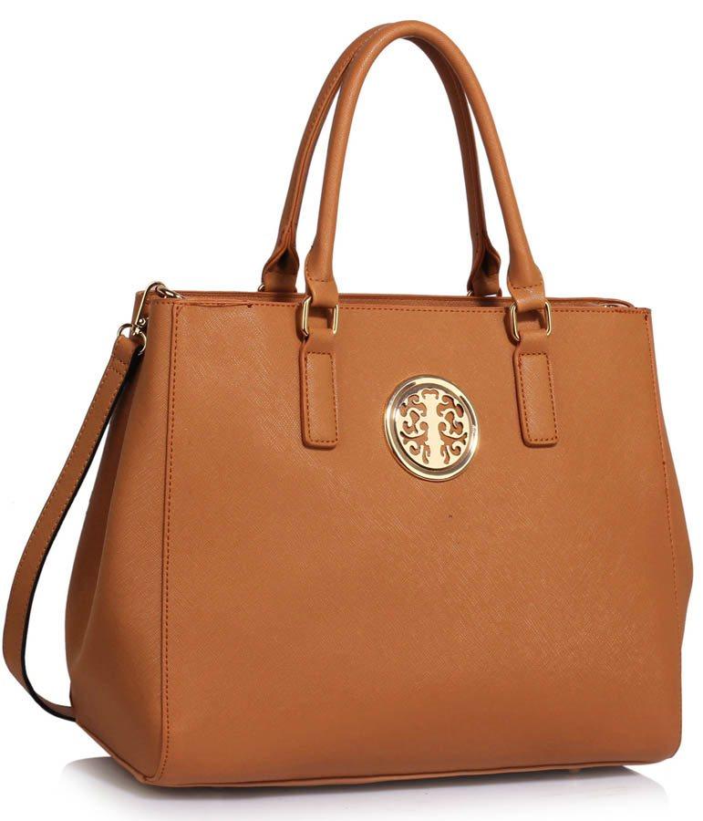 Välj bland mängder av väskor och resväskor från kända märken i bra  kvalitet. Handla enkelt online hos glimcor.fortheskin.men. brun väska dam 8e8f32f8d01ac