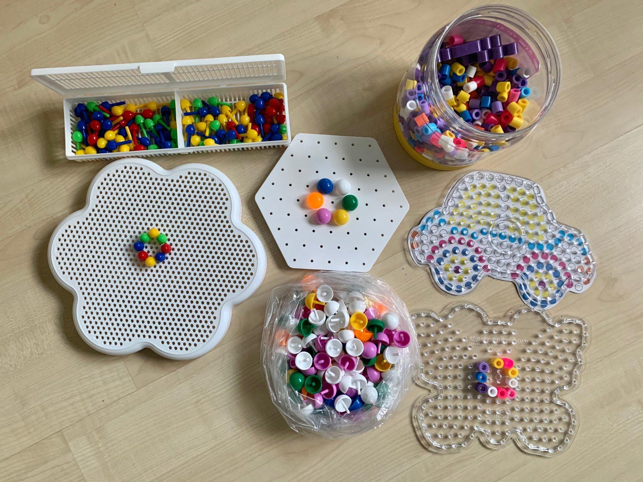 Pyssel XL pärlor, pärlplattor och platta med stora och små peggar