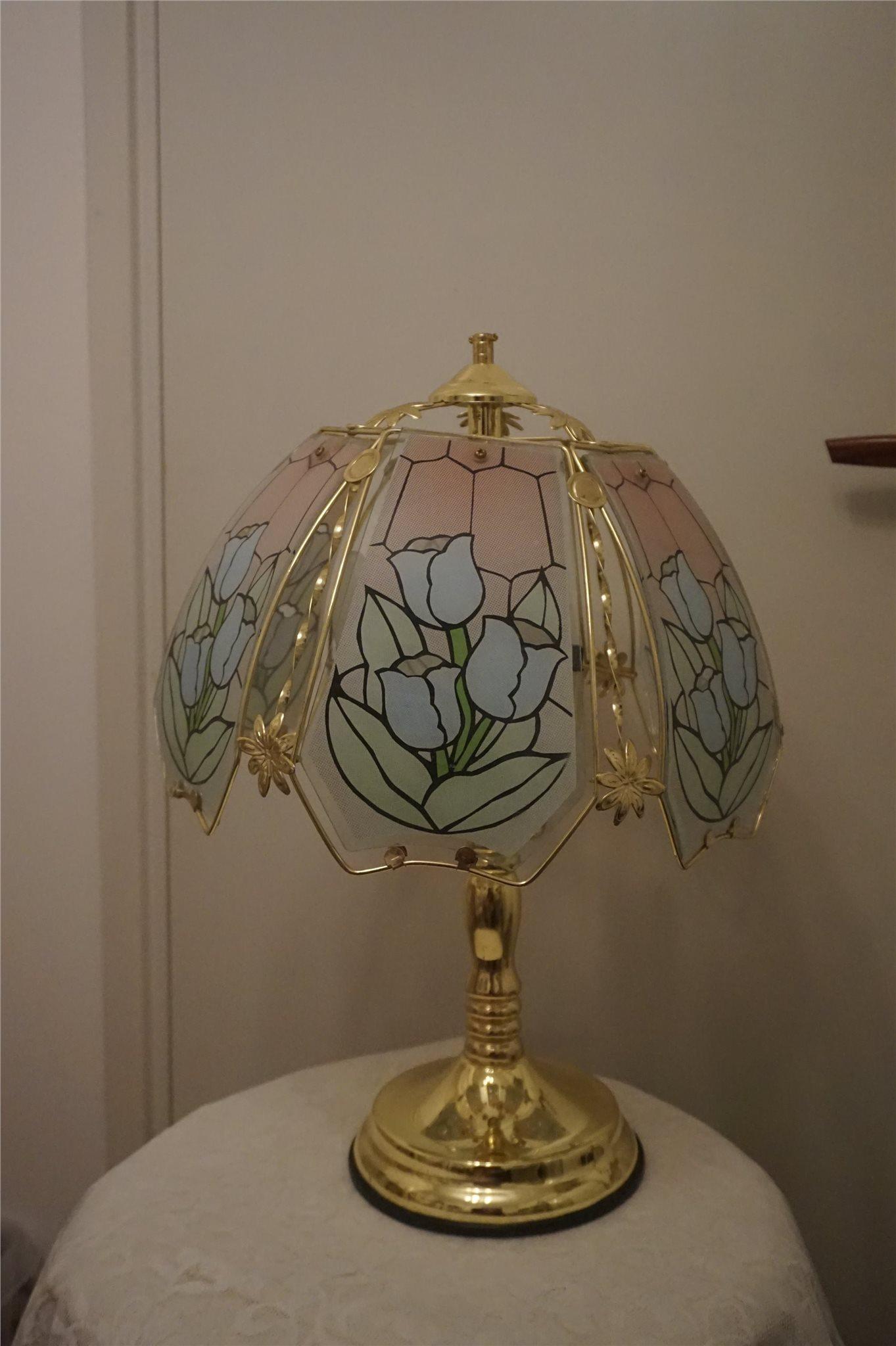 bordslampa glasskärm med tulpaner