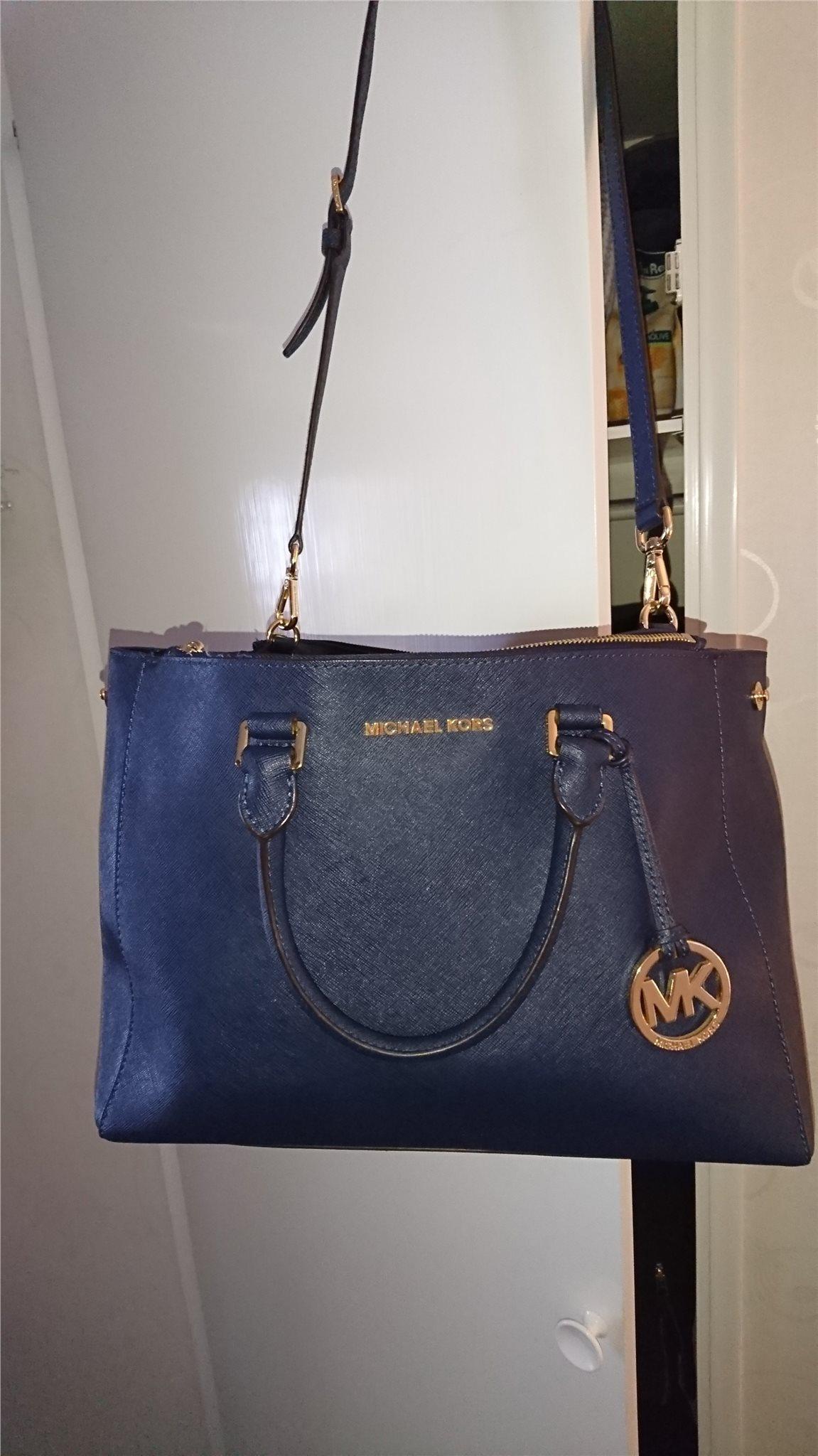 michael kors väska blå