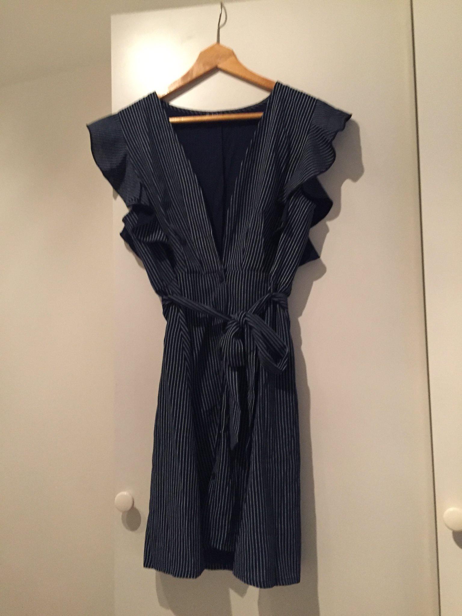 HELT NY mörkblå randig klänning (338359943) ᐈ Köp på Tradera d02895a10f420