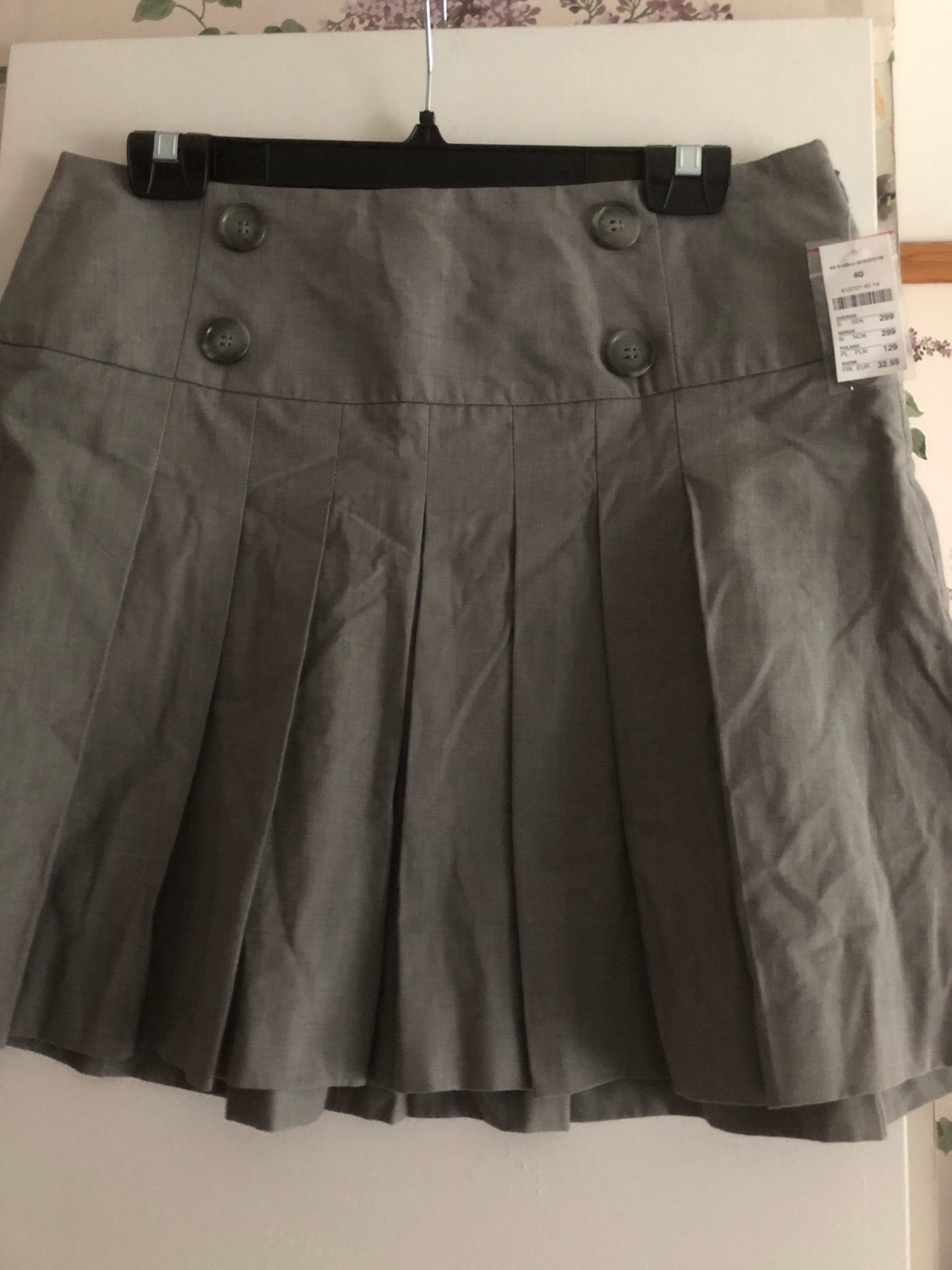 Svart knälång kjol stlk 40 från Kappahl