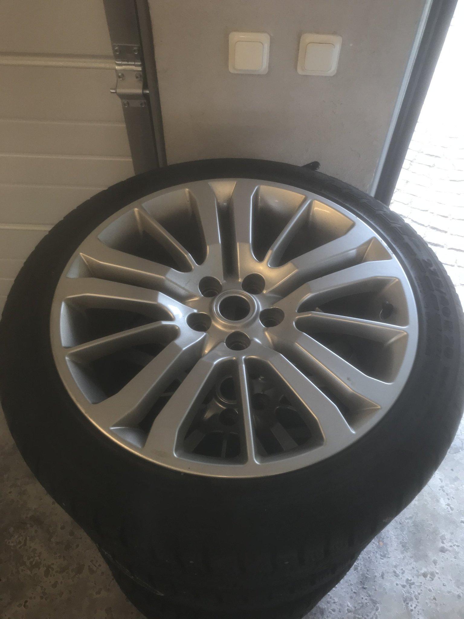 Fantastisk Range Rover Sport 20 tum hjul med superfina däck (356745345) ᐈ OV-11