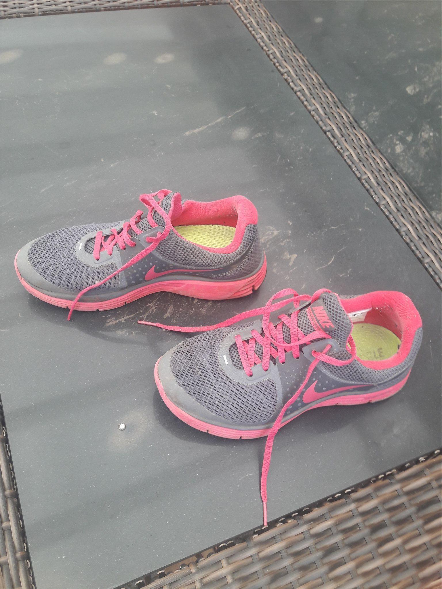 new arrivals 6ed9f 778b3 Nike skor st 39 på Tradera.com - Träningsskor och löparskor - storlek