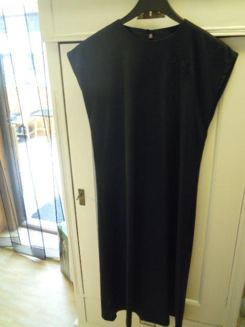 Svart kortärmad klänning