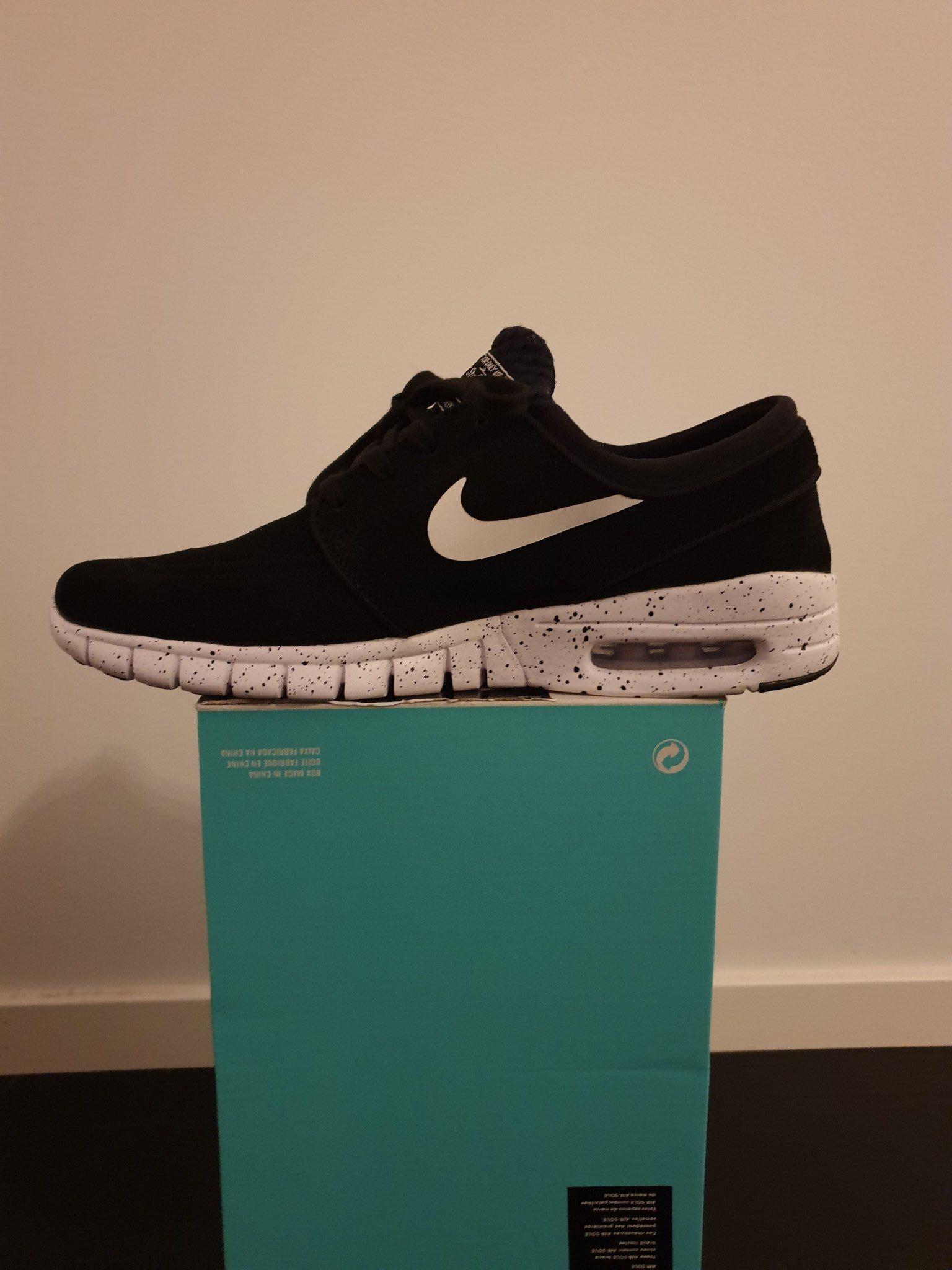 wholesale dealer dc548 a2c7a Svarta Nike SB storlek 40
