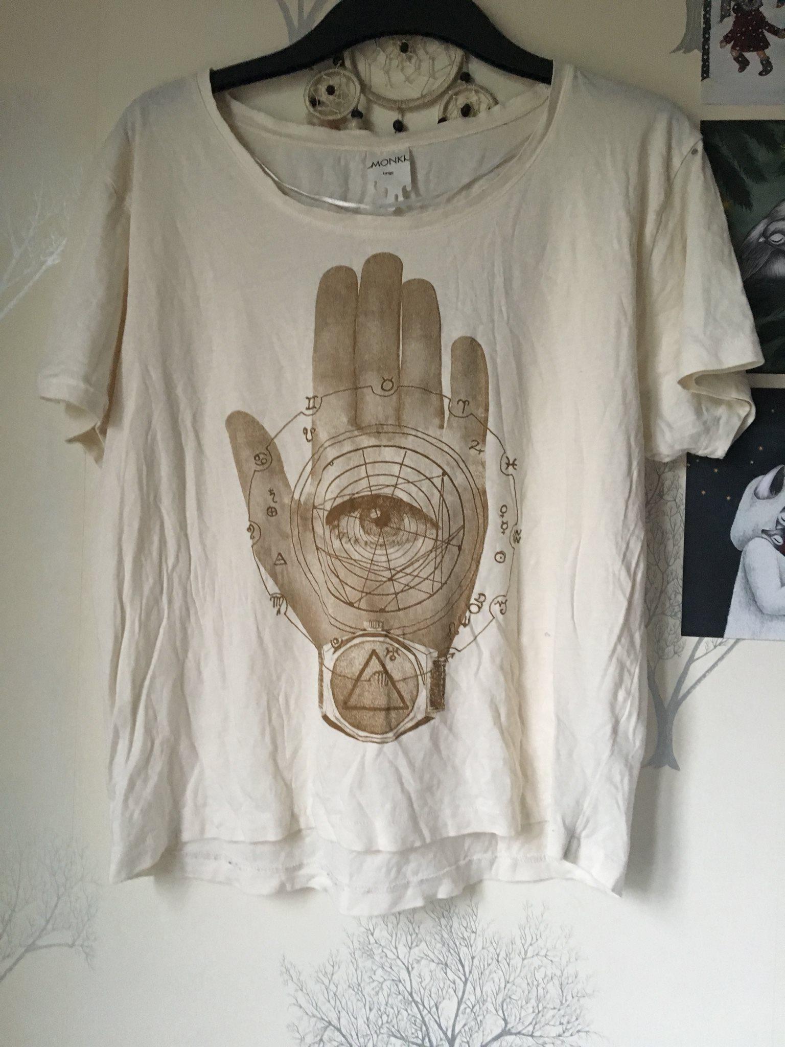 4e7d27da804f Hamsa t-shirt från monki, storlek s/m (333765456) ᐈ Köp på Tradera