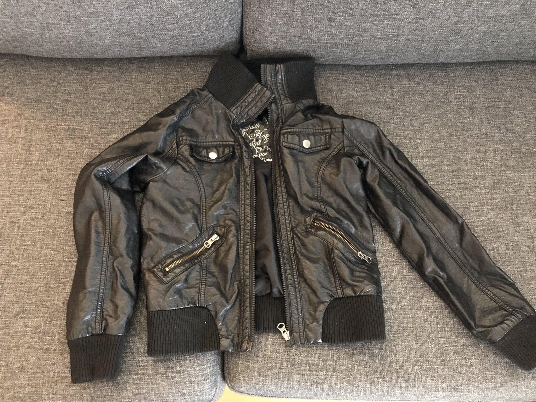 8f837f158c14 Skinjacka HM samt klänning HM (342447301) ᐈ Köp på Tradera