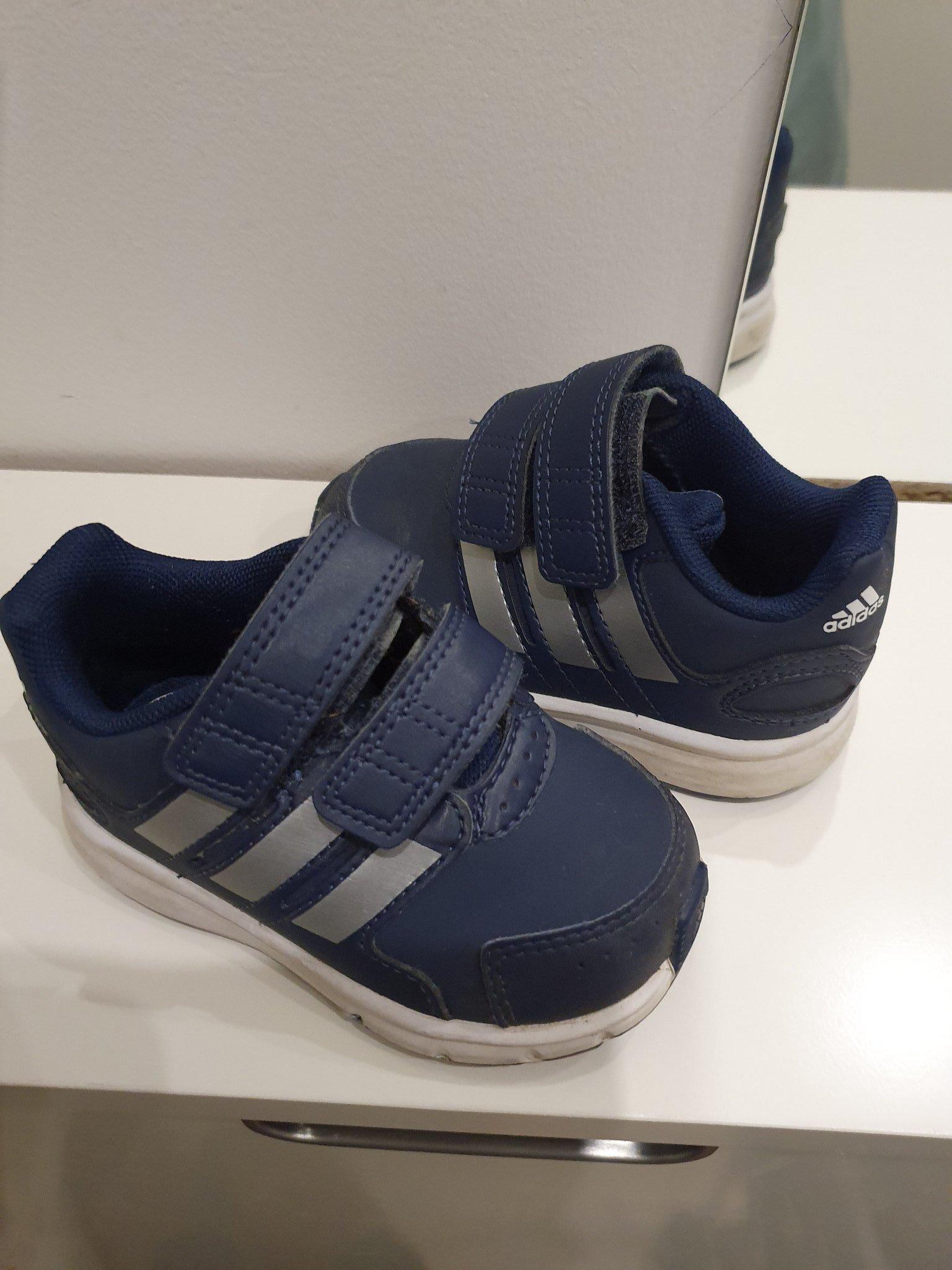 Adidas skor barnskor storlek 20 sneakers