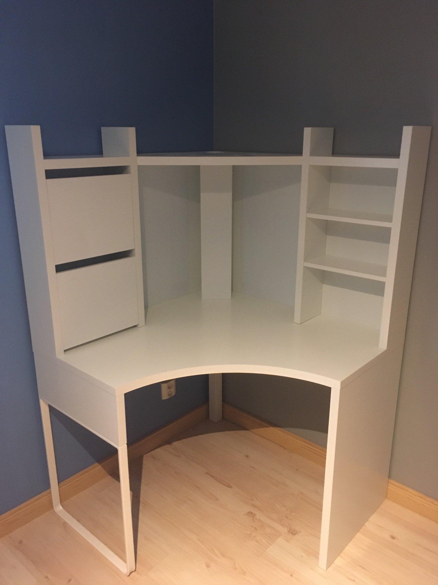 Fint skrivbord från Ikea i nyskick Möbler & Heminredning