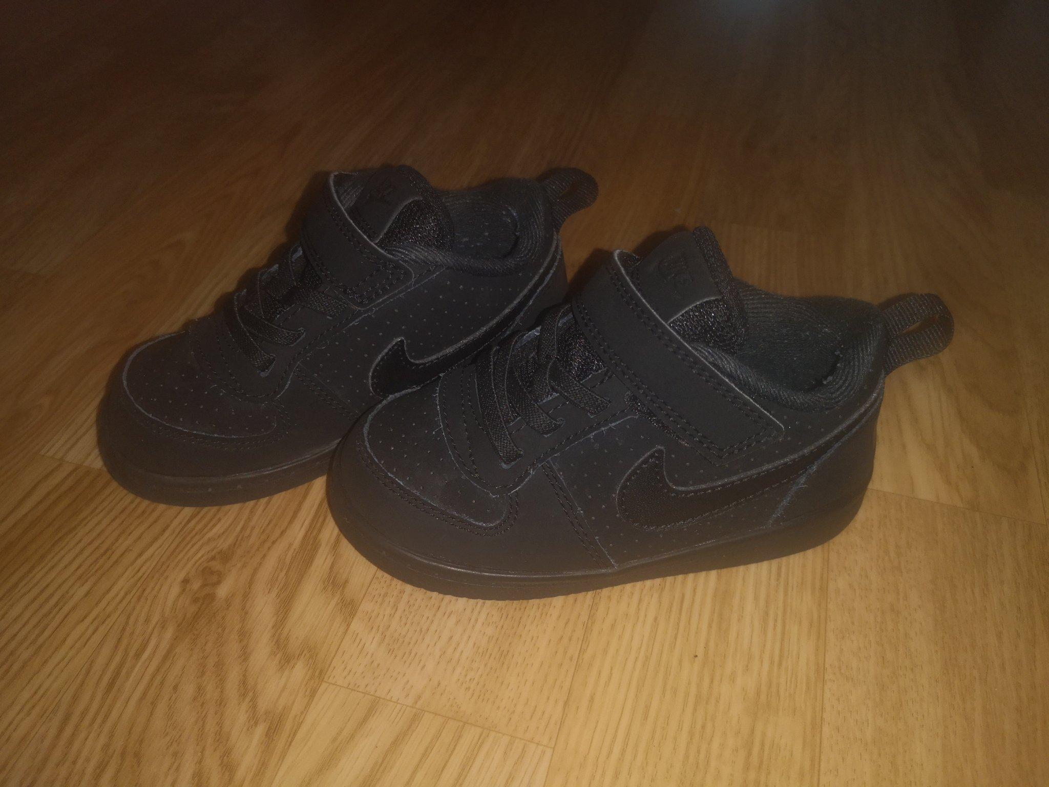Nike skor svarta nike storlek 23,5 superfina i fint skick!