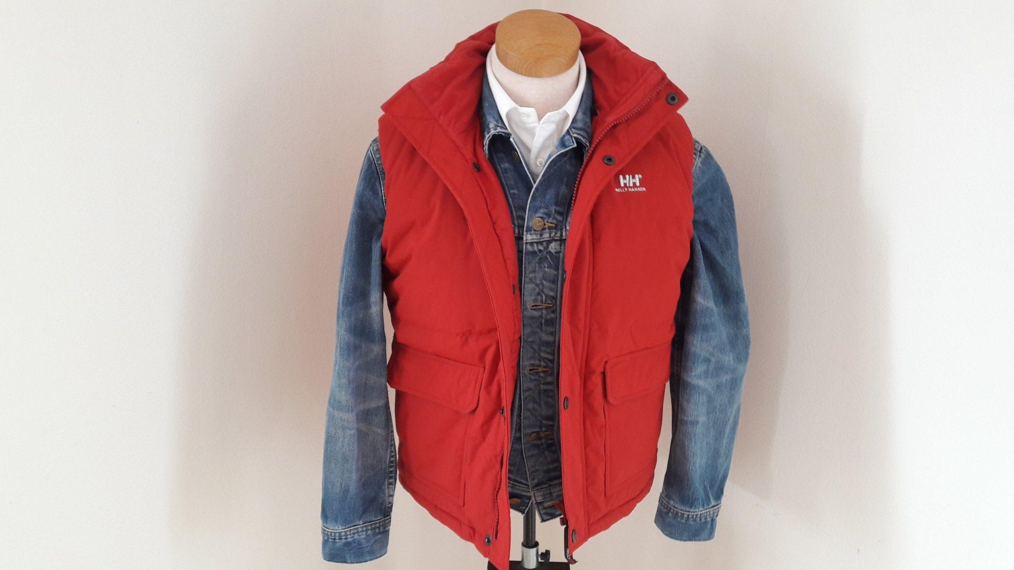 Röd fin felfri klassisk Helly Hansen Norway HH dunväst dun väst jacka  täckväst S 873a96ddbbf24