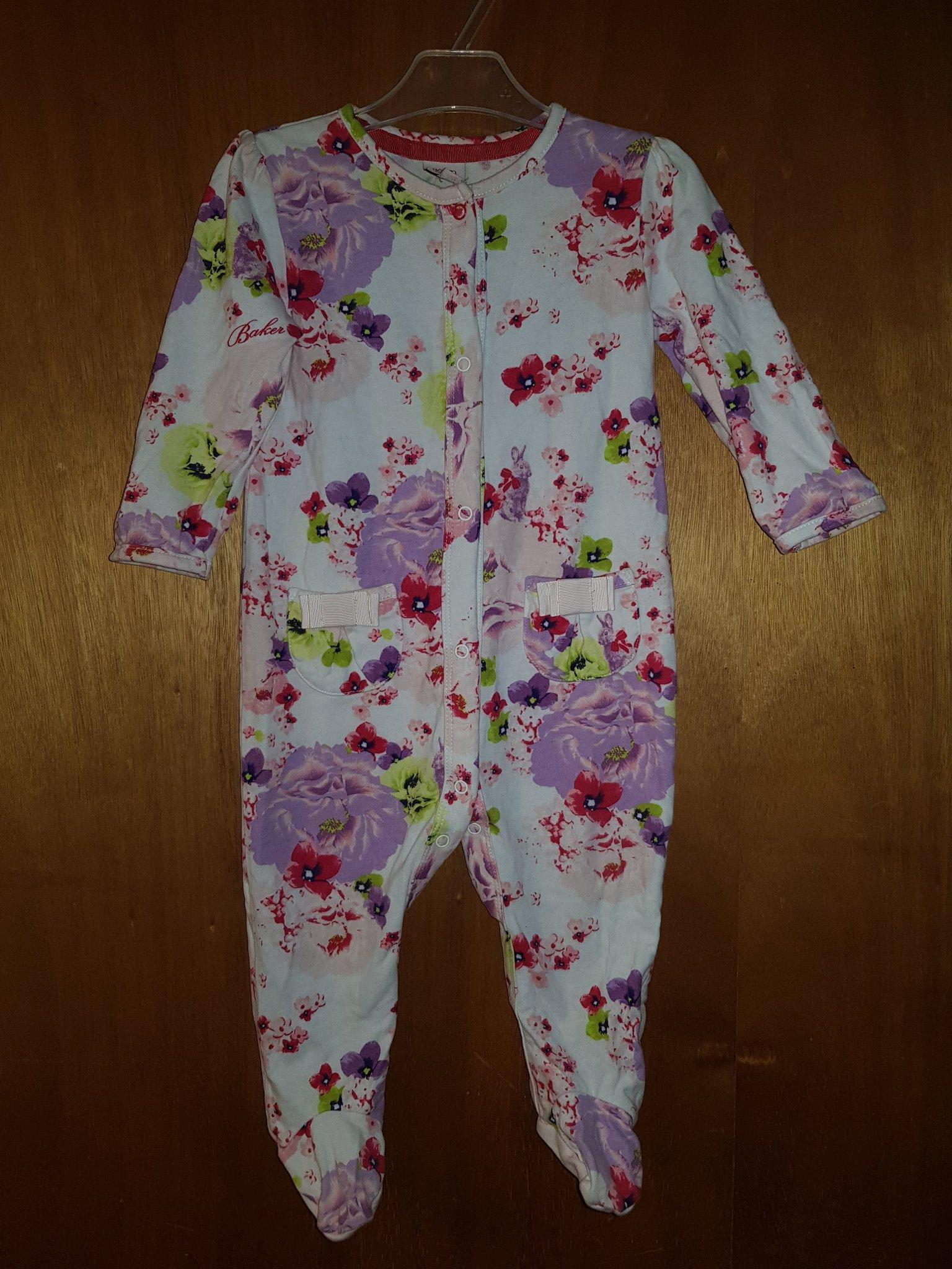 få nya bra erbjudanden 2017 professionell försäljning Söt blommig pyjamas med hel fot i stl 74 (9-12m.. (367474687) ᐈ ...