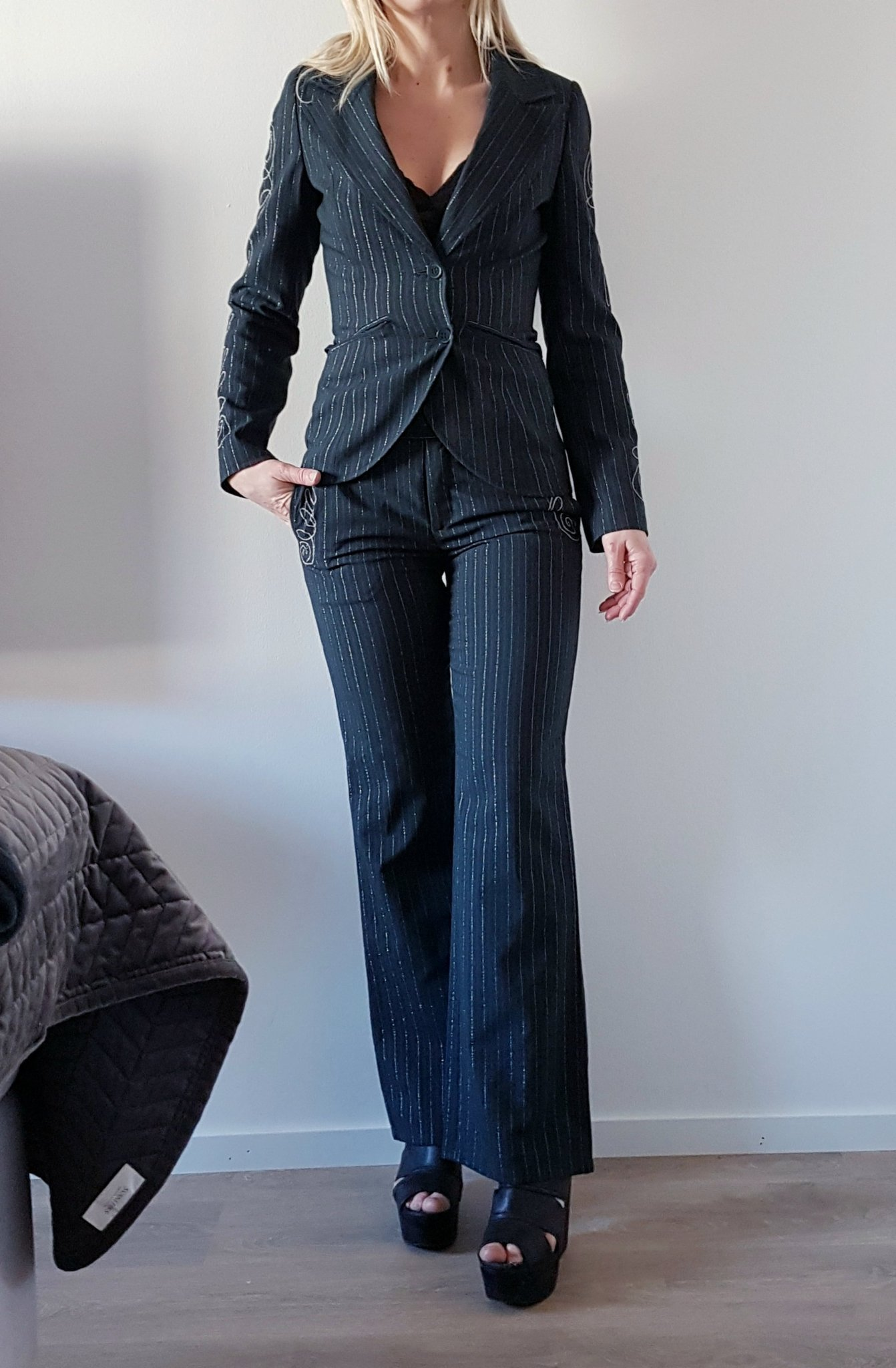 grå kostym dam