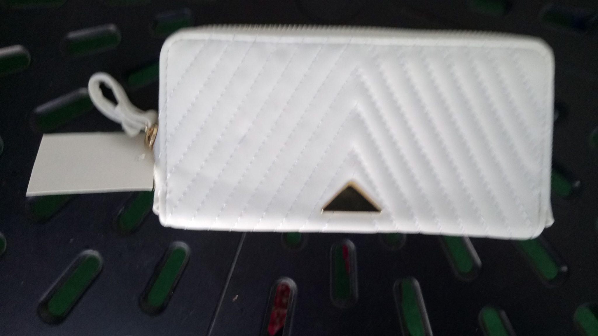 Helt Ny fin plånbok , vit ,