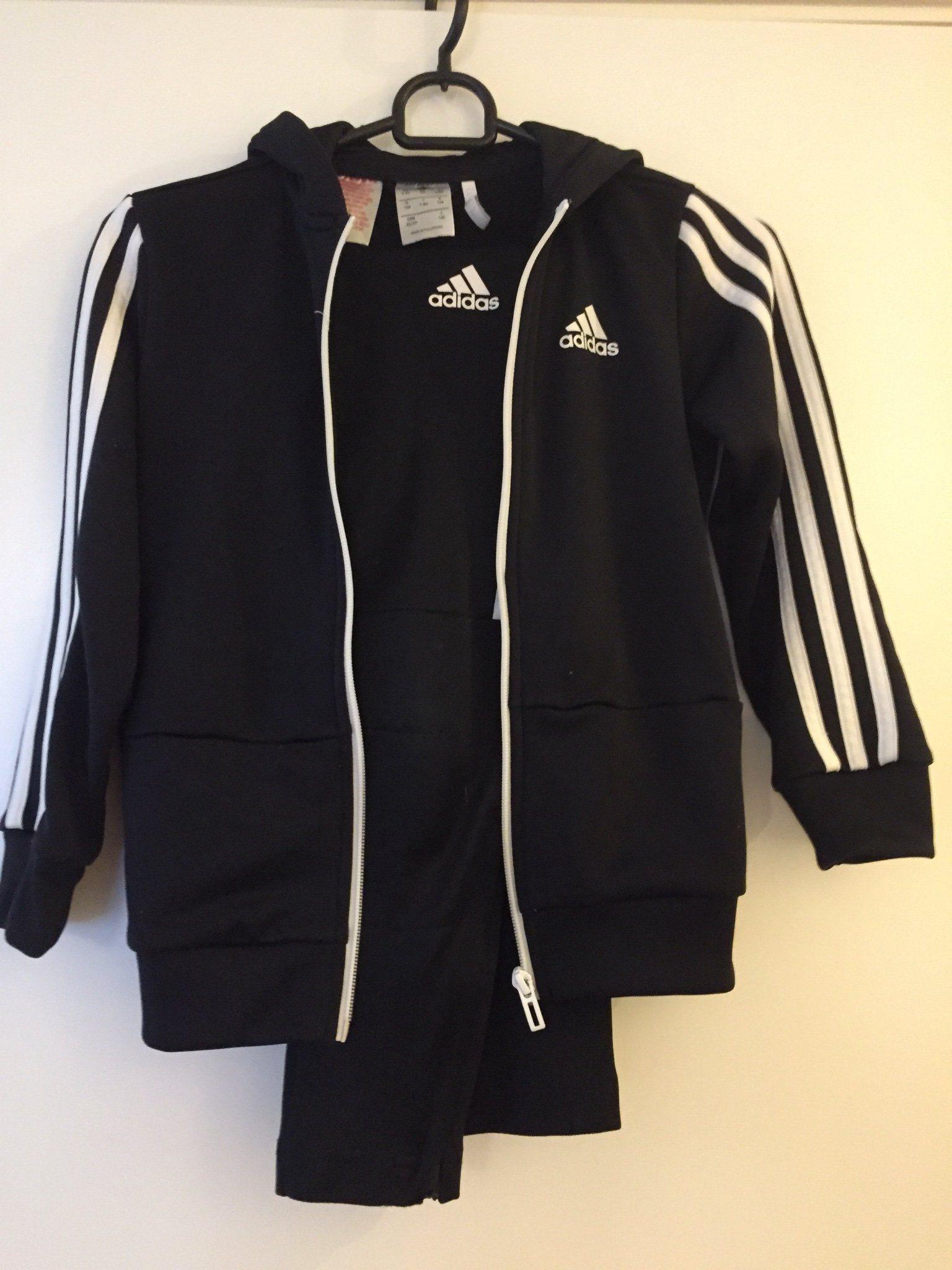 aa31a5391b2 Adidas träningsoverall svart med vita ränder st.. (340599625) ᐈ Köp ...