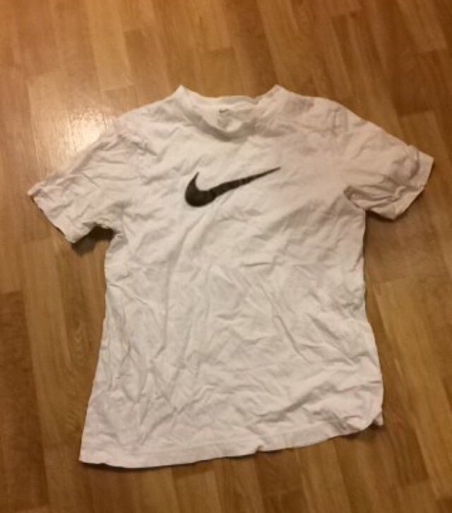 best value factory authentic new lifestyle Nike t-shirt strl 146/152 (349288366) ᐈ Köp på Tradera