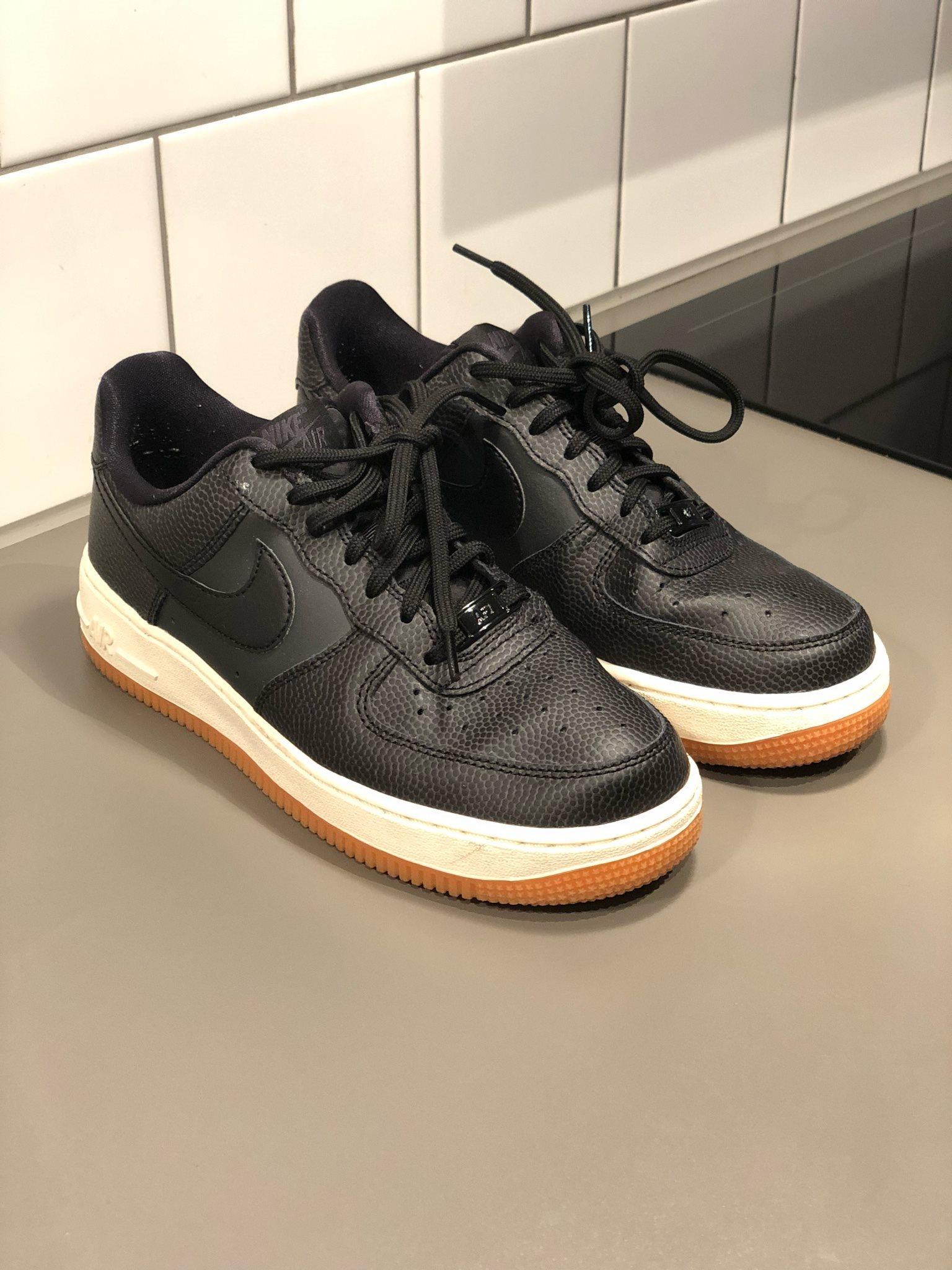 on sale 45b13 e982c NYA sneakers Nike black air force dam 38,5