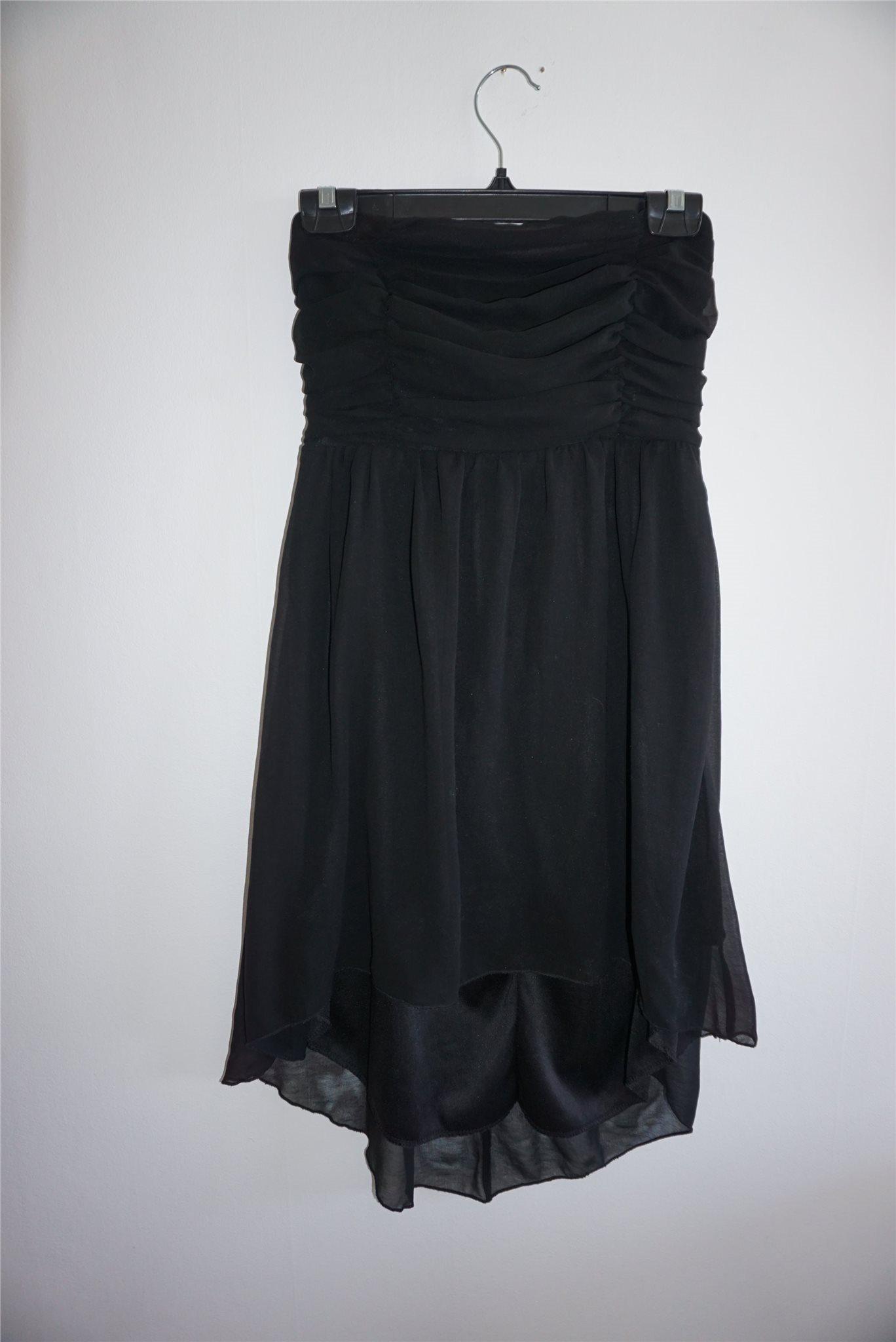 a1345fbda76 Snygg svart klänning från Sisters Point. Strl S tub modell axelbandslös