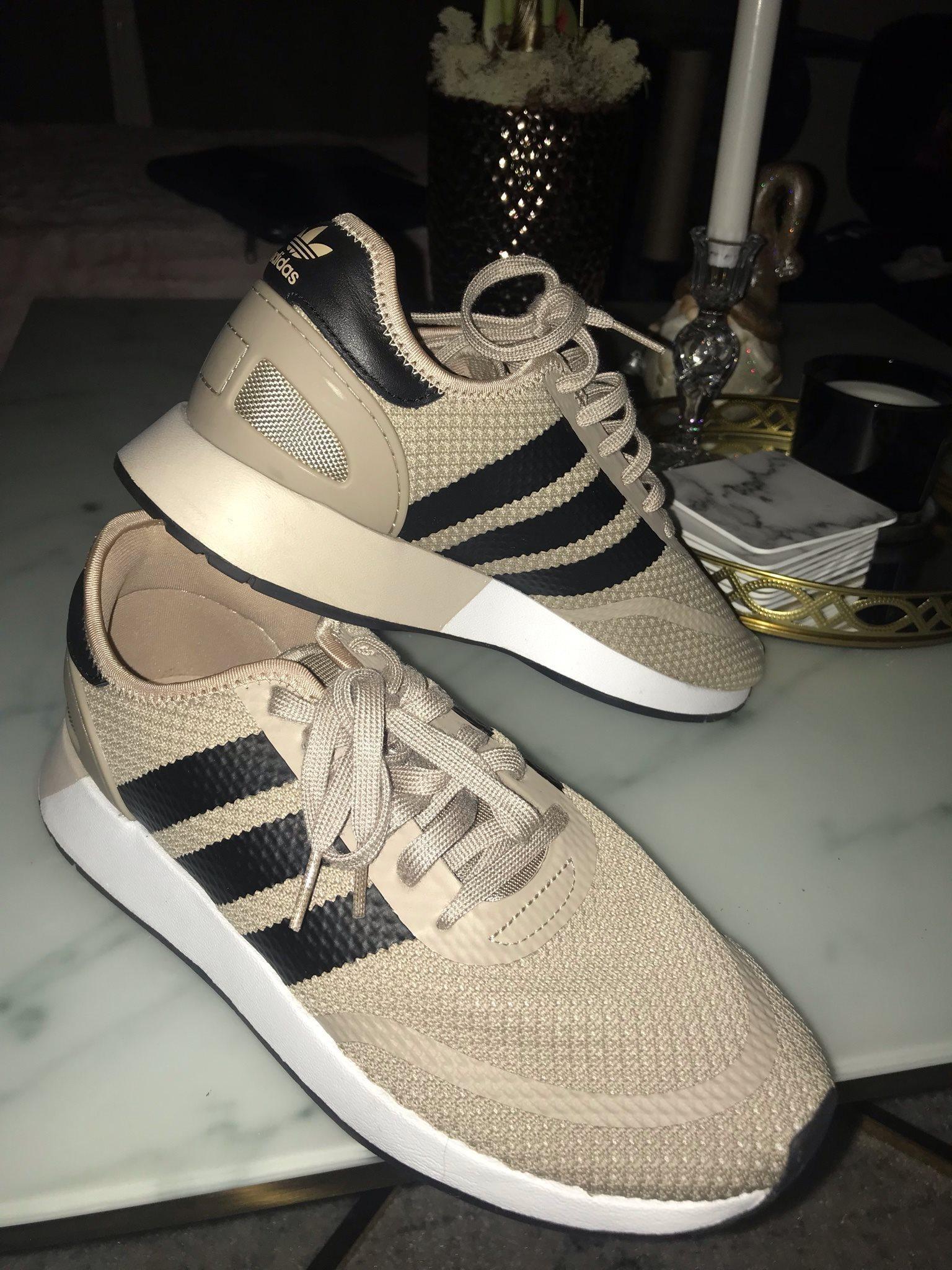 free shipping c6ffd 119d4 Säljer Adidas skor, endast använda 2 gånger!! Storlek 42