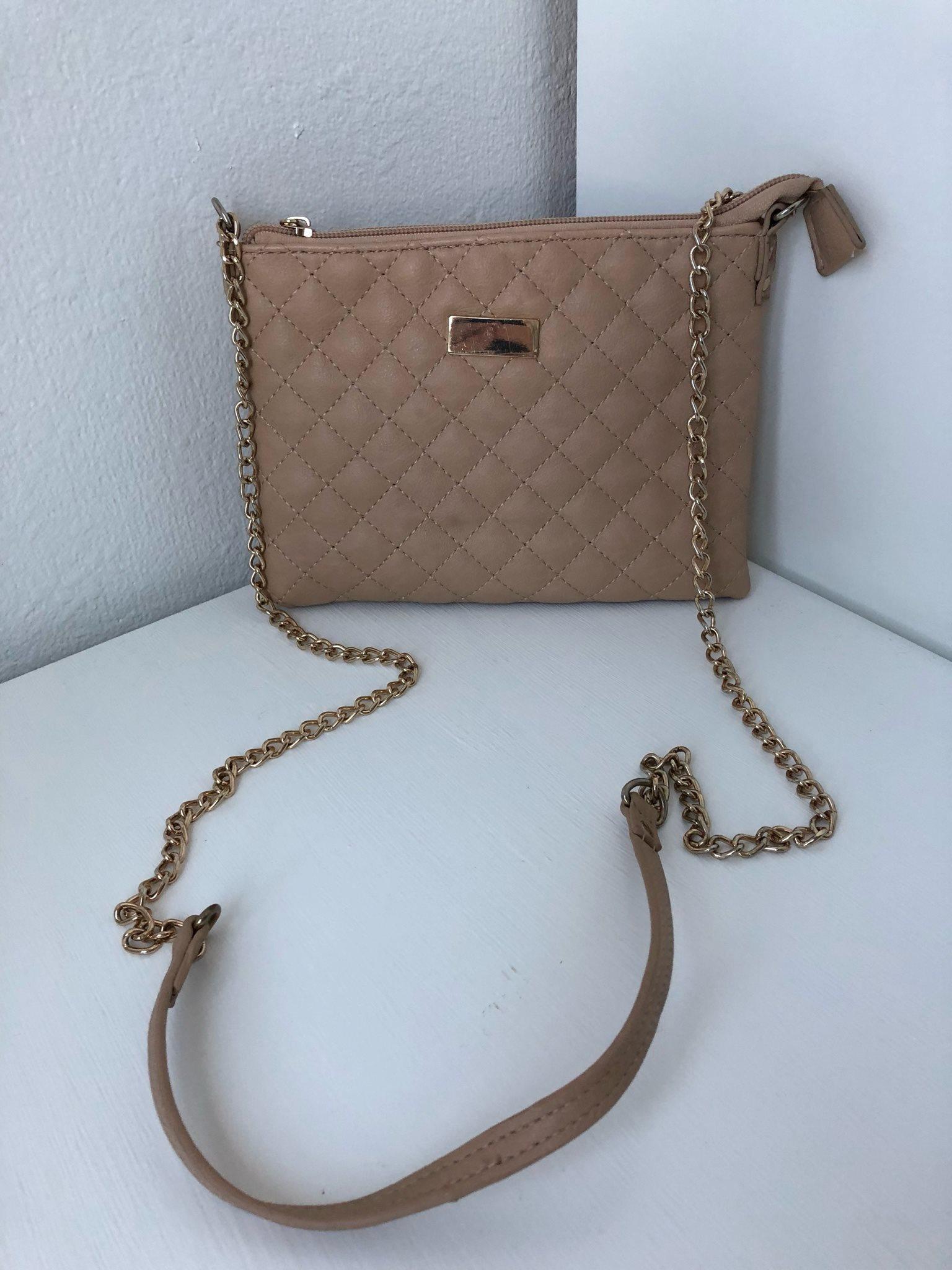 beige liten väska