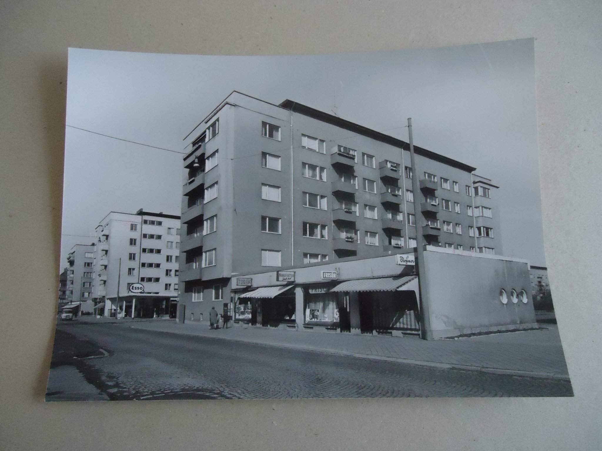 b85af299dae4 Pressfoto MALMÖ ELLSTORP med ESSO BENSIN-STATIO.. (344231671) ᐈ Köp ...