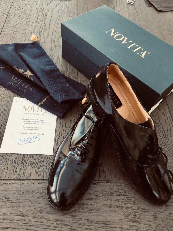 1ea28928de3 NOVITA klassisk kostymsko NYA kvalitet dam svart blankt nytt skinn stl 41  ...