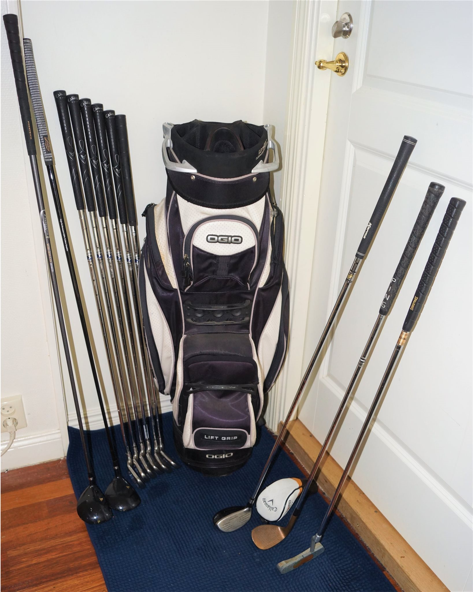 järnklubba i golfset
