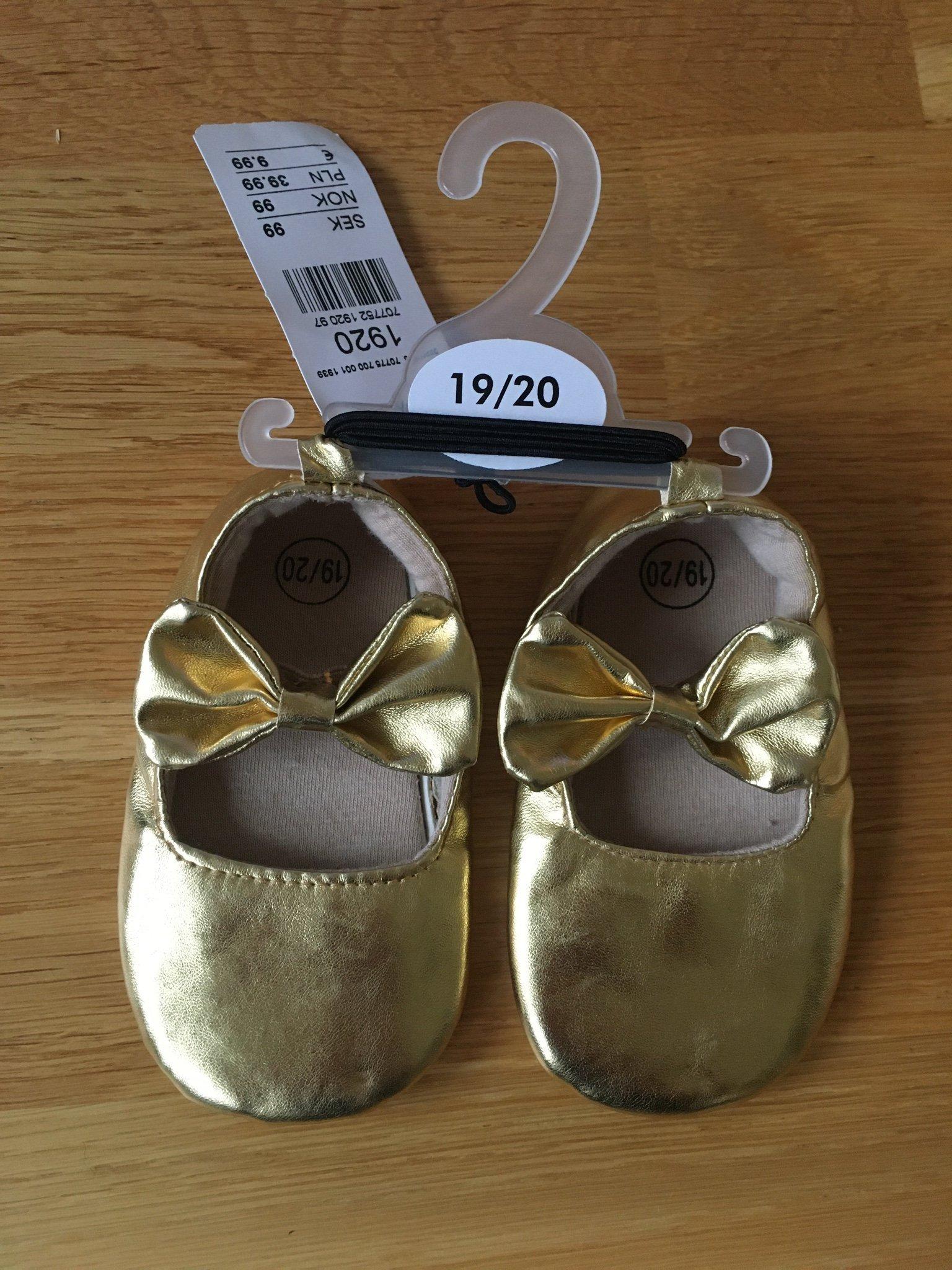 Guld färgade babyskor strl 1920
