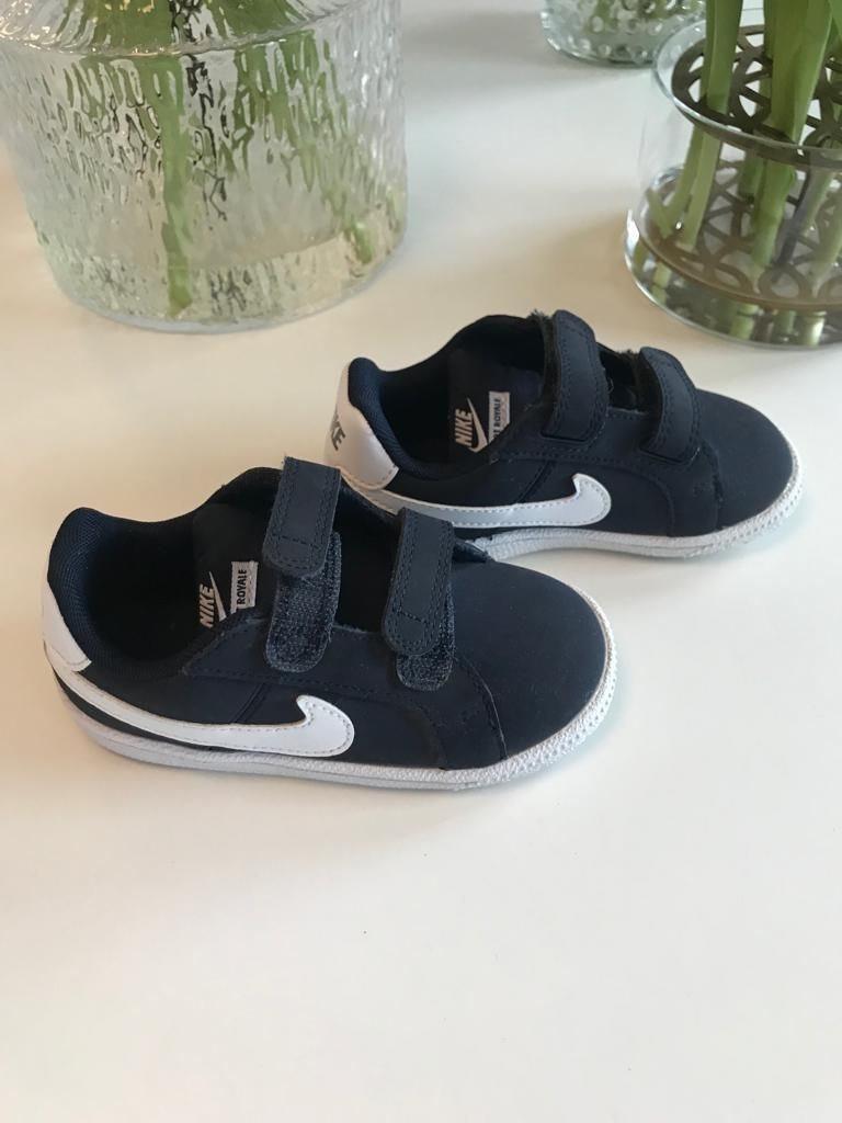 100% authentic b7a5c 7f80d Nike skor barn Nike court Royale nyskick storlek 23,5