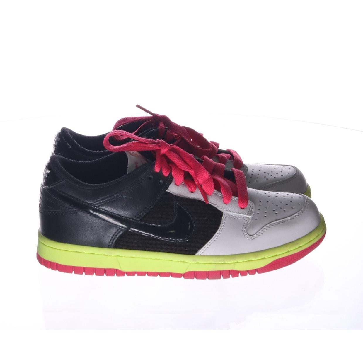 online store 95d2a a9279 svart vita nike skor