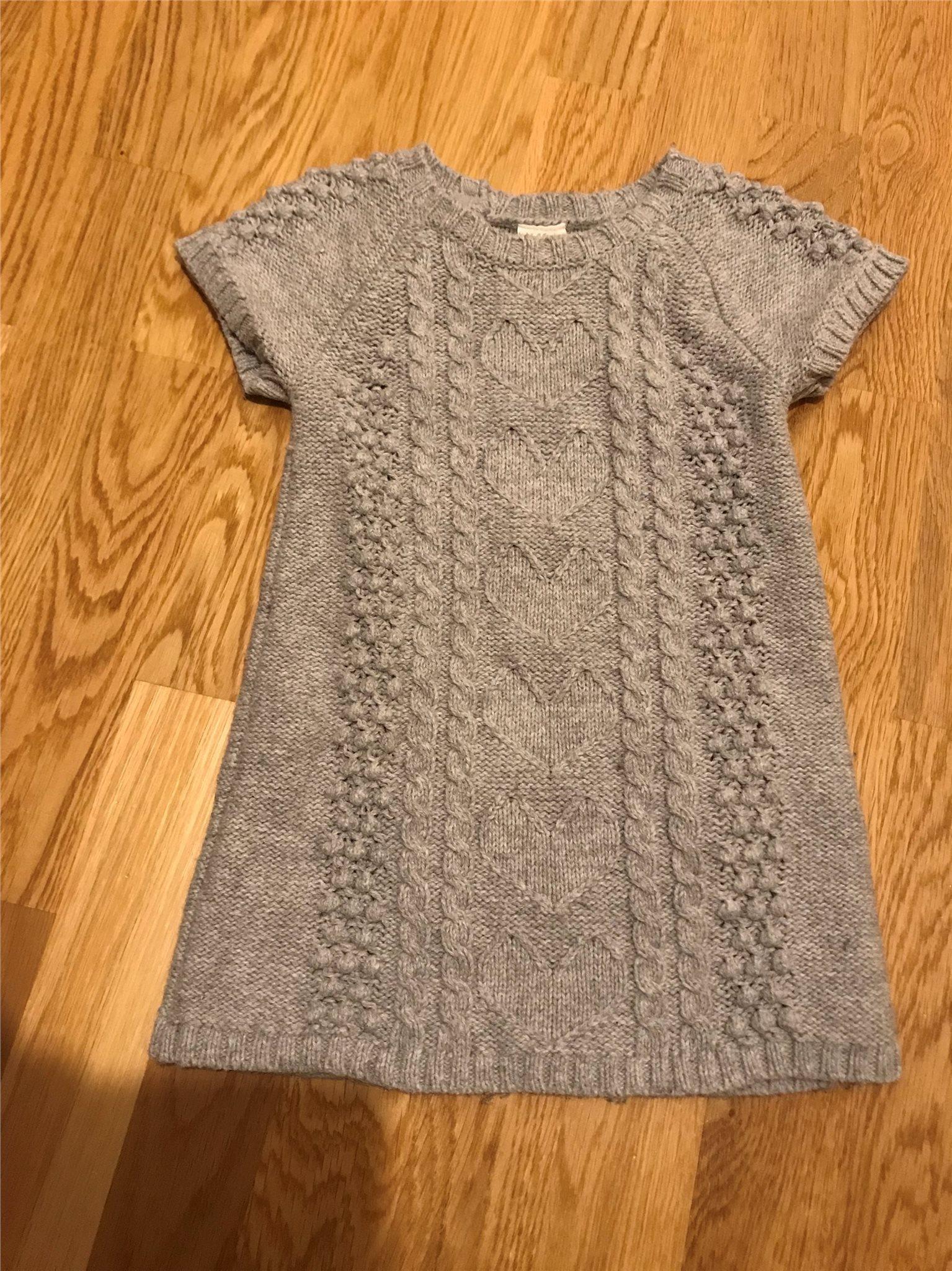 a4ccfebcf3ef H&M kortarm stickad klänning, strl 74. (334986230) ᐈ Köp på Tradera