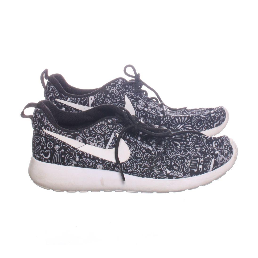 1b0d45a99a31 Nike, Träningsskor, Strl: 38, Roshe One P.. (334076730) ᐈ Sellpy på ...