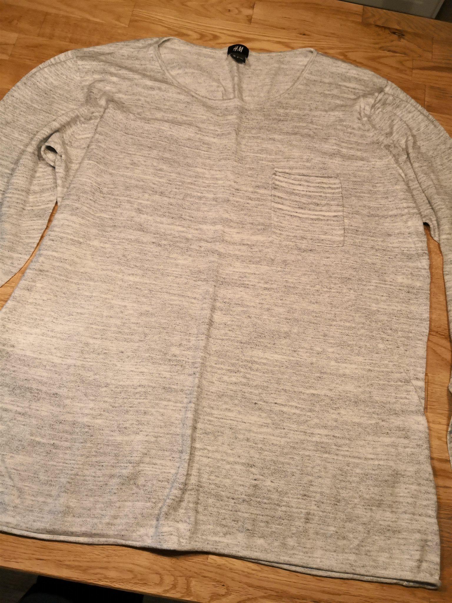 Skön tröja i grå melerat tyg stl L