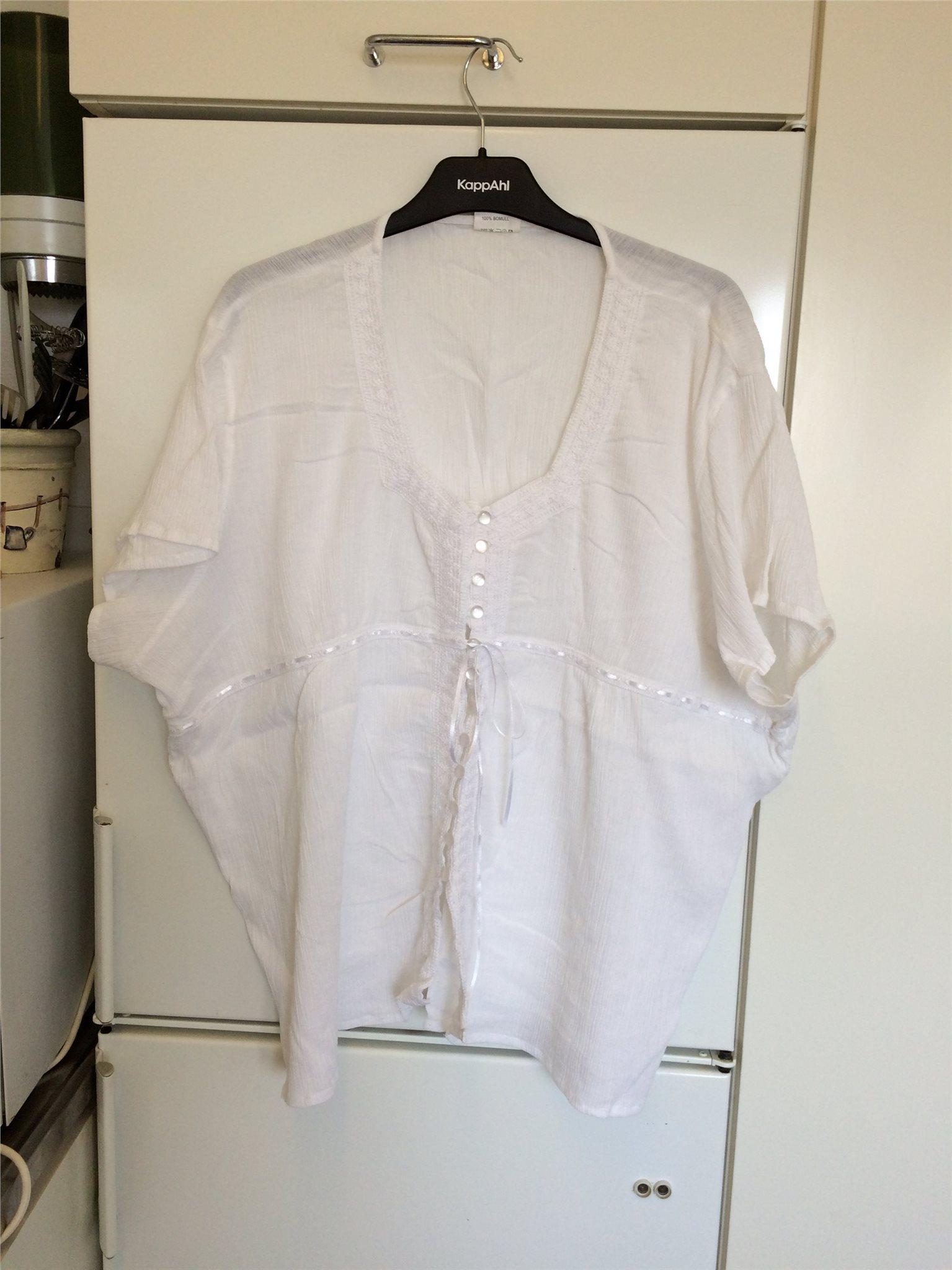 vit tunika med spets
