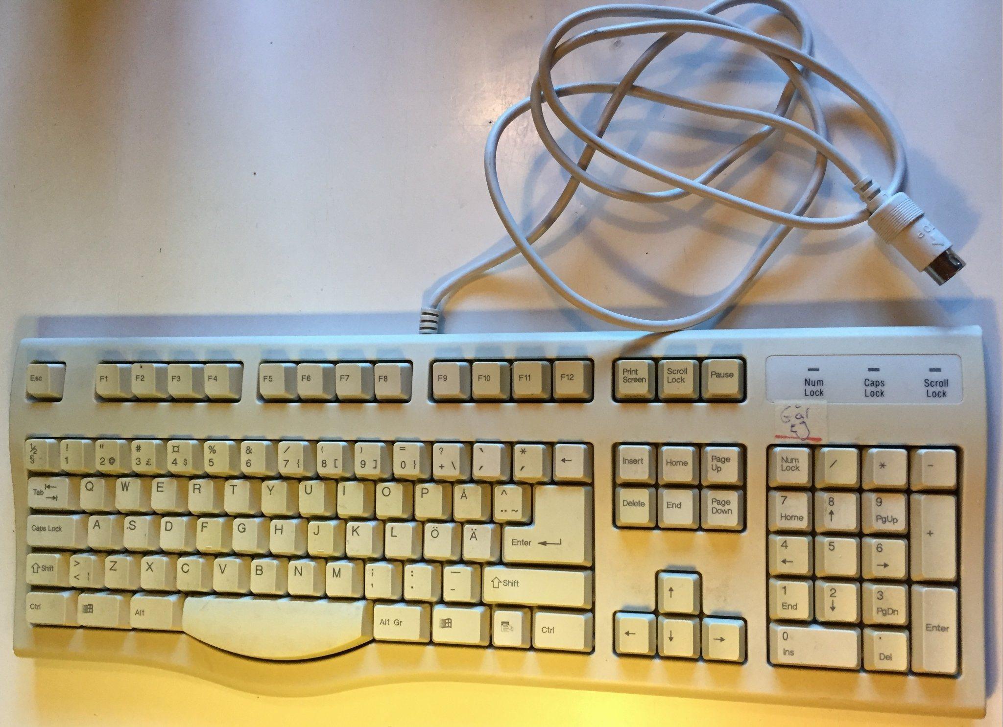 DIN-kontakts tangentbord. Går ej. Allt är helt .. (340558698) ᐈ Köp ... 9c6f44f14bbdf