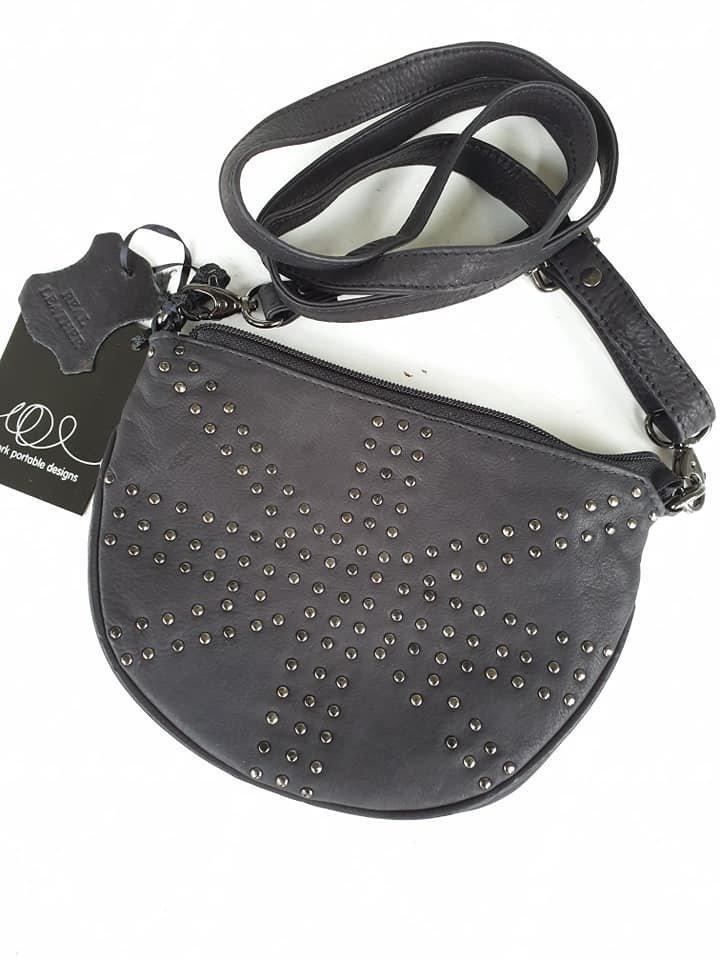 Helt Ny liten svart cool söt liten väska Nypd äkta skinn,nitarenglandjulklapp