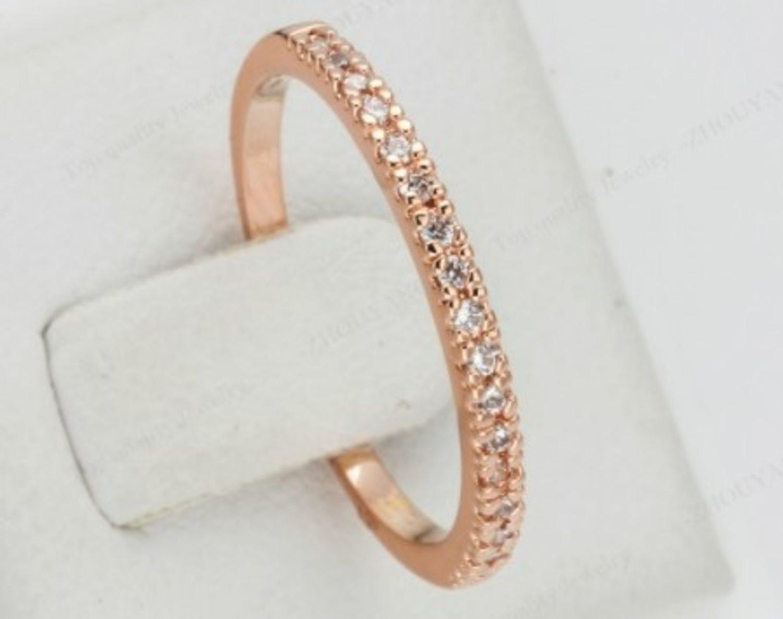 smal ring med stenar